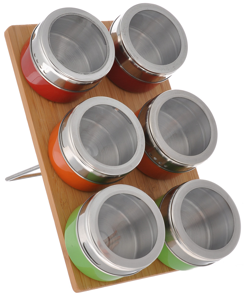 Набор для специй Mayer & Boch, 7 предметов. 2352223522Набор для специй Mayer & Boch состоит из шести баночек для специй и подставки. Баночки выполнены из нержавеющей стали с разноцветным покрытием и оснащены крышками с прозрачными пластиковыми вставками, которые позволяют видеть содержимое. Баночки можно наполнять любыми используемыми вами специями. Герметичное закрытие крышек обеспечивает лучшее хранение, поэтому специи всегда будут ароматными и свежими. Специальная бамбуковая подставка делает хранение баночек еще более удобным. Баночки крепятся к подставке с помощью магнитов. Стильный набор прекрасно дополнит интерьер кухни. Наслаждайтесь приготовлением пищи с вашим набором для специй Mayer & Boch. Объем баночки: 70 мл. Диаметр баночки: 6 см. Высота баночки: 4,5 см. Размер подставки: 22 см х 14 см х 1,5 см.
