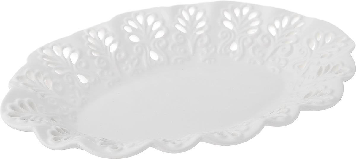 Блюдо Mayer & Boch Ажур, цвет: белый, 25 см х 16,5 см х 4 см23805Блюдо Mayer & Boch Ажур, изготовленное из высококачественного доломита, украшено оригинальным ажурным узором. Стильная форма и интересное исполнение идеально впишутся в любой стиль, а универсальный белый цвет подойдет к любой мебели.Такое блюдо принесет новизну в вашу кухню и приятно порадует глаз.Размер (по верхнему краю): 25 см х 16,5 см.Высота: 4 см.
