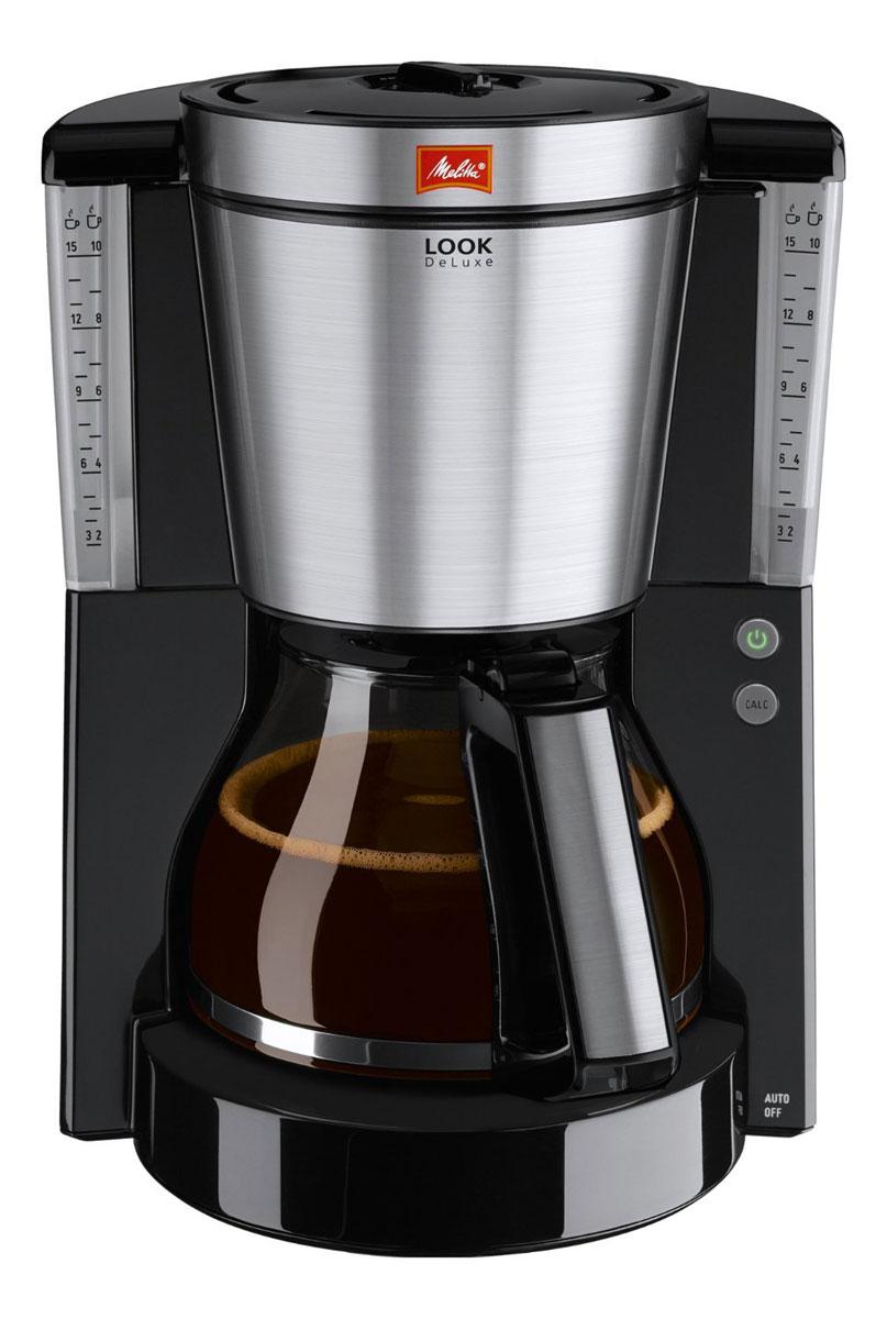 Melitta Look IV DeLuxe, Black кофеварка20980Melitta Look IV DeLuxe имеет великолепный вид и элементы из высококачественной нержавеющей стали. Побалуйте себя совершенно особенным наслаждением кофе во всех аспектах искусства его приготовления. Рассчитана на 10/15 чашек Размер кофейных фильтров Melitta 1x4Программируемый уровень жесткости водыИндикатор образования накипи Запатентованный AromaSelectorПрограммируемый подогрев Противокапельная система Drip stopПрозрачная ёмкость для воды Переключатель on/off с подсветкойПротестировано на безопасность по правилам ОНЭ Как выбрать кофеварку. Статья OZON Гид