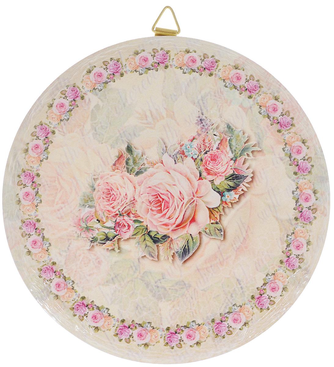 Подставка под горячее GiftnHome Фамильная Роза, диаметр 16 смR16-РозаКруглая подставка под горячее GiftnHome Фамильная Роза выполнена из высококачественной керамики. Изделие, украшенное изящным цветочным изображением, идеально впишется в интерьер современной кухни. Специальное пробковое основание подставки защитит вашу мебель от царапин. Подставка имеет металлическую петельку, за которую ее можно повесить в любое удобное место. Изделие не боится высоких температур и легко чистится от пятен и жира.Каждая хозяйка знает, что подставка под горячее - это незаменимый и очень полезный аксессуар на каждой кухне. Ваш стол будет не только украшен оригинальной подставкой с красивым рисунком, но и сбережен от воздействия высоких температур ваших кулинарных шедевров. Нельзя мыть в посудомоечной машине.