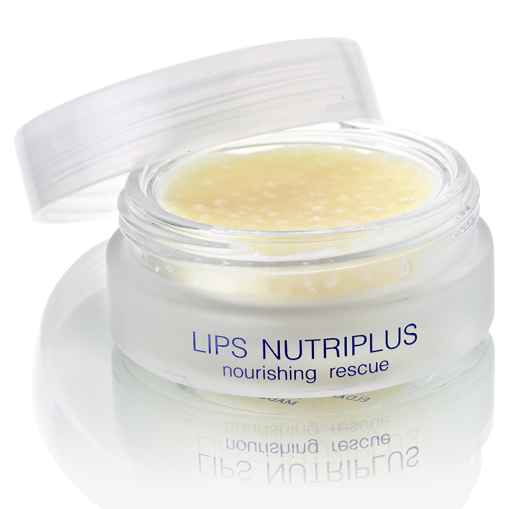 ELDAN cosmetics Питательный бальзам для губ Premium lips treatment, 15 млELD-58Питательный бальзам для губ с насыщенной плотной консистенцией предназначен для быстрого снятия сухости и трещин. Главная ценность бальзама - высокое содержание биоактивных веществ, что и обусловливает его лечебно-профилактическое действие. Формула средства не дает ему растекаться и позволяет доставлять ценные компоненты глубоко в кожу.Препарат удерживает влагу в коже, интенсивно питает, и тем самым предупреждает раздражение, шелушение, микротравмы и микротрещины. Идеален для губ пострадавших в результате воздействия агрессивных факторов окружающей среды (ветер, мороз, солнце, морская вода) или вследствие вредных привычек (кусание, облизывание губ). Благодаря маслам ши, аргании, жожоба и мяты происходит обновление клеток кожи, насыщение витаминами, восстановление барьерных функций тканей губ, предотвращается разрушение коллагена. В результате уходит сухость и трещины, губы становятся мягкими, улучшается цвет. Бальзам быстро впитывается, не имеет липкого эффекта, обеспечивает длительный устойчивый результат.