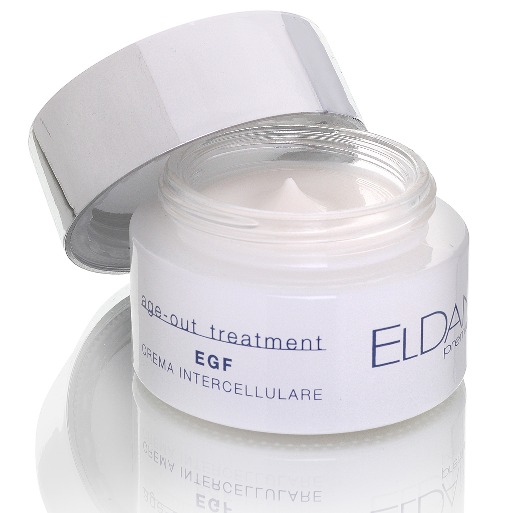 ELDAN cosmetics Активный регенерирующий крем для лица EGF Premium age out treatment, 50 млELD-155Нежный по текстуре крем, обладающий уникальной способностью ускорять клеточное обновление. В основе крема - эпидермальный фактор роста (EGF), который является передовым ингредиентом в ant-age препаратах. Полипептид, стимулирующий деление, рост и дифференцировку эпителиальных клеток, также активизирует процессы гликолиза, ускоряет синтез ДНК и белков. Экстракт эдельвейса обладает мощным антиоксидантным и фотопротекторным свойствами, ускоряет восстановление поврежденной кожи. Комплекс из матриксила, глицина сои и оксидоредуктазы стимулирует выработку коллагена и гликозаминогликанов, укрепляя дермальный матрикс. Экстракт крокуса (шафрана) осветляет пигментные пятна, выравнивает кожный рельеф, тонизирует кожу. При регулярном использовании крема повышается эластичность и плотность кожи, уменьшается выраженность морщин, замедляются процессы старения.