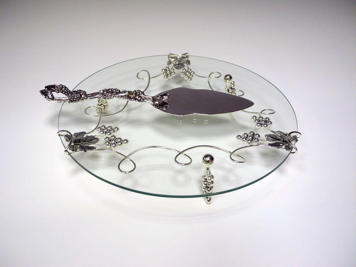 Набор сервировочный Marquis, 2 предмета4038-MRСервировочный набор Marquis, выполненный из высококачественного стекла и стали с серебряно-никелевым покрытием, состоит из лопатки для торта и блюда. Изделия оформлены оригинальным узором. Эксклюзивный дизайн, эстетичность и функциональность набора позволят ему занять достойное место среди кухонного инвентаря, а сервировка праздничного стола таким набором станет великолепным украшением любого торжества.Диаметр блюда: 30 см.Высота блюда: 4,5 см.Длина лопатки: 28 см.