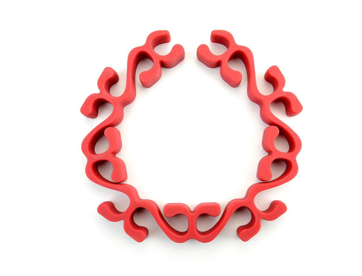 Подставка для запекания Prepara Лаурель, цвет: красныйPP09-SILRRKПодставка для запекания Prepara Лаурель из жаропрочного силикона поможет в приготовлении различных блюд в духовке. Позволяет разместить продукты над поверхностью формы для запекания, что обеспечивает стекание жира, циркуляцию воздуха для равномерного запекания или прожарки продукта и избавляет от риска пригорания. Подставка сгибается в любую форму, по желанию форму можно изменить под курицу, рыбу, кусок говядины. Не царапает тефлон и другие антипригарные поверхности. Можно мыть в посудомоечной машине. Подходит для использования в микроволновой печи и духовке при максимальной температуре 260°С.Длина изделия: 48 см. Ширина: 4 см.