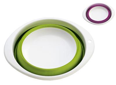 """Миска складная """"Calve"""" изготовлена из  высококачественного пищевого силикона и  пластика. Изделие можно использовать как для  хранения продуктов, так и для сервировки на  стол. Благодаря тому, что она складывается,  миску удобно хранить в шкафу, занимая очень  мало места.  Миска складная """"Calve"""" станет полезным  приобретением для вашей кухни. Можно мыть в посудомоечной машине.   Размер (в разложенном виде): 30 х 26,5 х 11 см.  Размер (в сложенном виде): 30 х 26,5 х 4 см."""