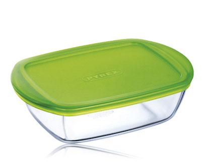 Форма для запекания 1L1 с крышкой 23x15x6,5см Pyrex Cook & Store 215P000215P000Прямоугольная форма для запекания Pyrex Cook & Store станет незаменимым помощником для любой хозяйки. Посуда французской Pyrex изготовлена из жаропрочного стекла, которое выдерживает температуру от -40 до 300 градусов, подходит для использования в духовом шкафу и микроволновой печи. Прозрачное стекло поможет контролировать процесс приготовления, а удобные ручки позволят легко переставить форму с места на место. Надежная пластиковая крышка поможет сохранить температуру приготовленного блюда и эргономично расположить форму в холодильнике и морозильной камере.Объем формы – 1,1 литр. Форму для запекания можно мыть в посудомоечной машине.