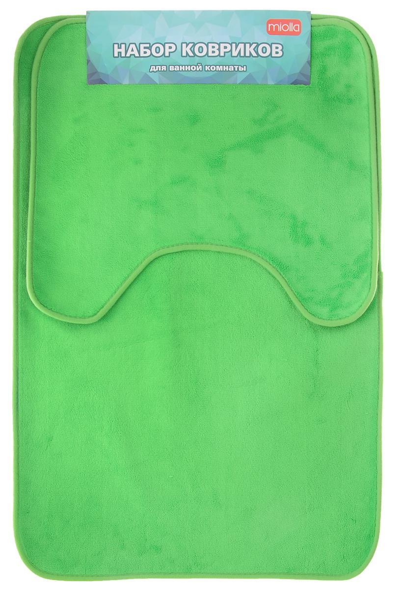 Набор ковриков для ванной Miolla, цвет: зеленый, 2 штAB754GNНабор Miolla состоит из двух ковриков для ванной комнаты: прямоугольного и с вырезом. Изделия изготовлены из 100% полиэстера. Благодаря специальной обработки нижней стороны, коврики не скользят на плитке. Яркий дизайн позволит оформить ванную комнату по вашему вкусу .Размер ковриков: 75 см х 48 см; 45 см х 40 см.