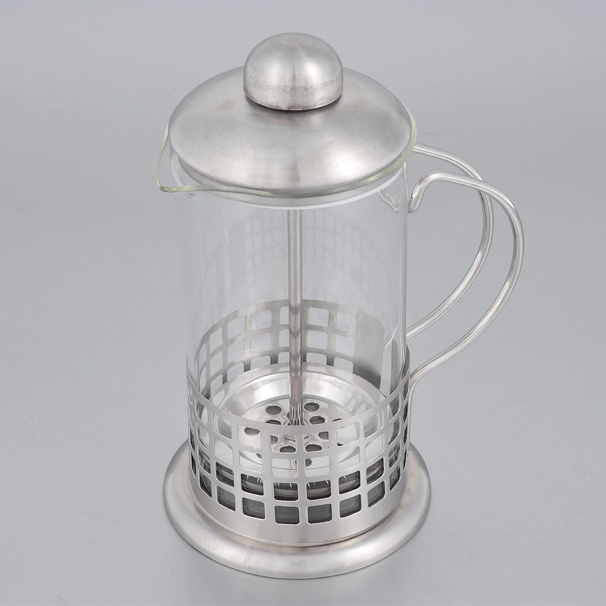 Френч-пресс Bohmann, 350 мл. 9535BH9535BHФренч-пресс Bohmann выполнен из нержавеющей стали и стекла. Отлично подходит для заваривания любых сортов кофе, без проблем справится с любым помолом кофе. Помимо кофе, во френч-прессе можно заварить чай. Наружная крышка из нержавеющей стали. Подходит для использования в посудомоечной машине.Объем: 350 мл.Диаметр (по верхнему краю): 7,5 смВысота: 18 см