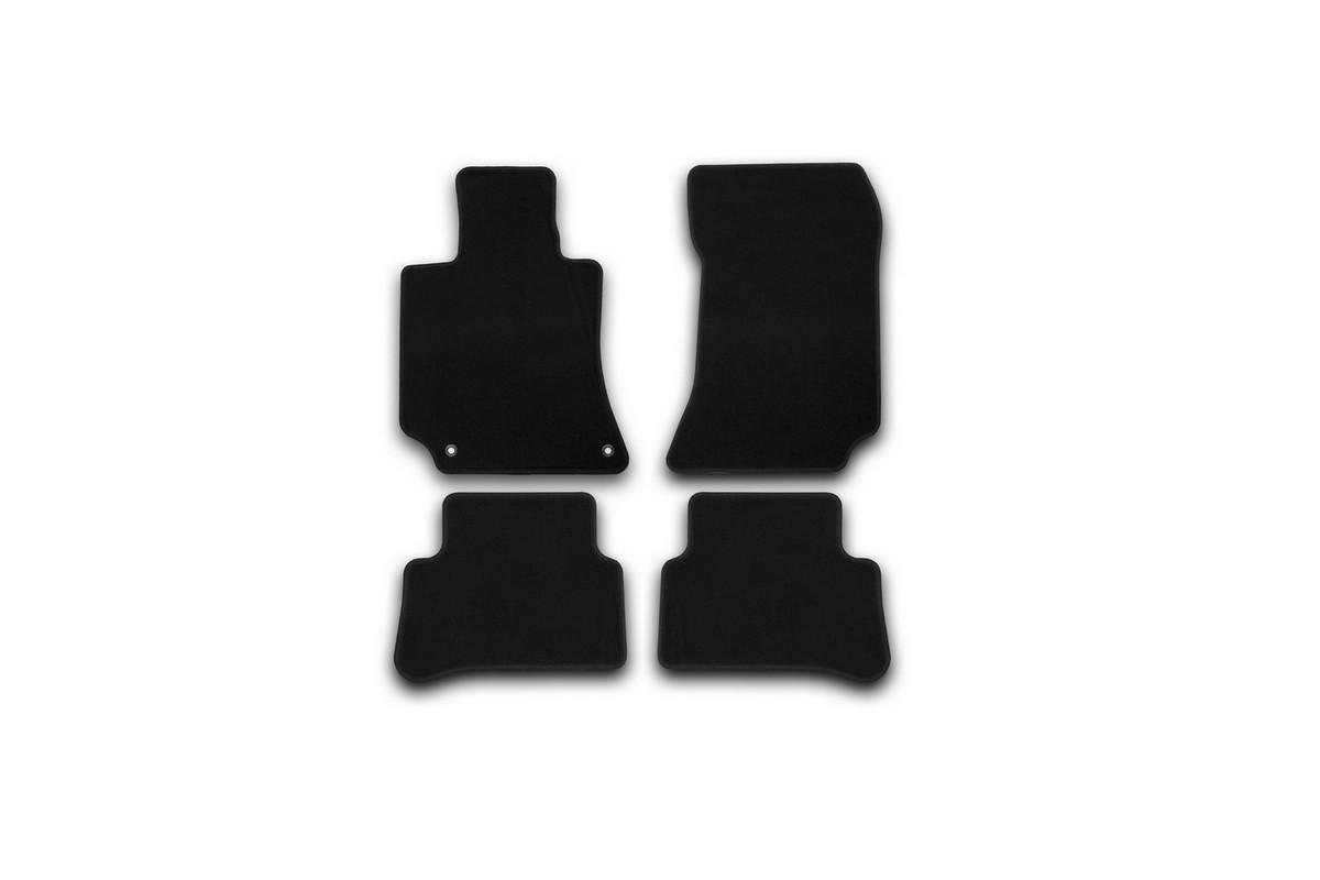 Набор автомобильных ковриков Klever для Mercedes-Benz E-Klasse W212 АКПП 2014-, седан, в салон, 4 шт. KVR01343801200kKVR01343801200kНабор автомобильных ковриков Klever, изготовленный из текстиля, состоит из 4 ковриков, которые учитывают все особенности каждой модели автомобиля и полностью повторяют контуры пола. Текстильные автомобильные коврики для салона произведены из высококачественного материала, который держит форму, прочный и не пачкает обувь. Коврики в салон не только улучшат внешний вид салона вашего автомобиля, но и надежно уберегут его от пыли, грязи и сырости, а значит, защитят кузов от коррозии. Текстильные коврики для автомобиля мягкие и приятные, а их основа из вспененного полиуретана не пропускает влагу. Ковры для автомобилей надежно крепятся на полу и не скользят, что очень важно во время движения. Чистятся коврики очень просто: как при помощи автомобильного пылесоса, так и различными моющими средствами. Набор подходит для Mercedes-Benz E-Klasse W212 АКПП седан с 2014 года выпуска.