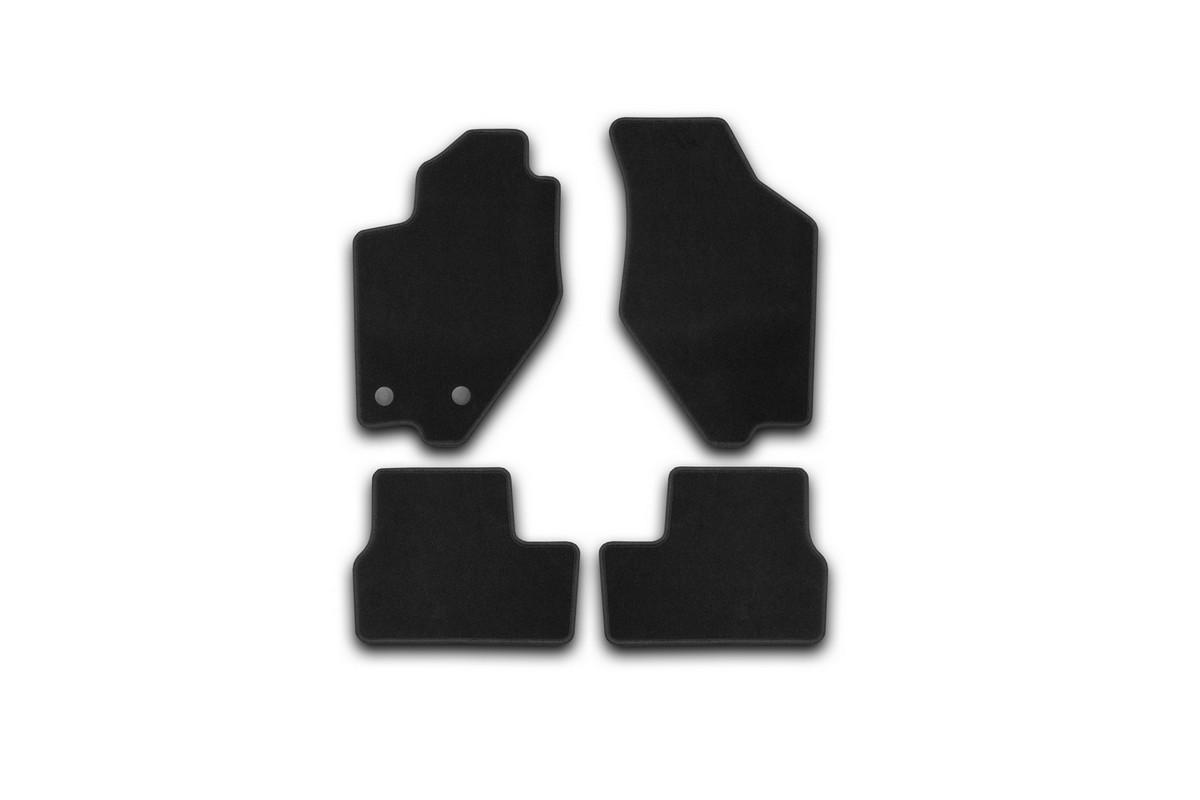 Коврики в салон автомобиля Klever, для Datsun on-DO 2014->, седан, 4 штKVR01940101200kТекстильные коврики Klever Standard можно эксплуатировать круглый год: с ними комфортно в теплое время и практично в слякоть. Текстильные коврики Klever эффективно задерживают грязь и влагу благодаря своей основе.Коврики изготавливаются индивидуально для каждой модели автомобиля. Шьются из прочного ковролина ведущего европейского производителя. Изделие легко чистится пылесосом и щеткой. Комплектуются фиксаторами для надежного крепления к полу автомобиля. Также на водительском коврике предусмотрен полиуретановый подпятник. Уважаемые клиенты, обращаем ваше внимание, что фотографии на коврики универсальные и не отражают реальную форму изделия. При этом само изделие идет точно под размер указанного автомобиля.