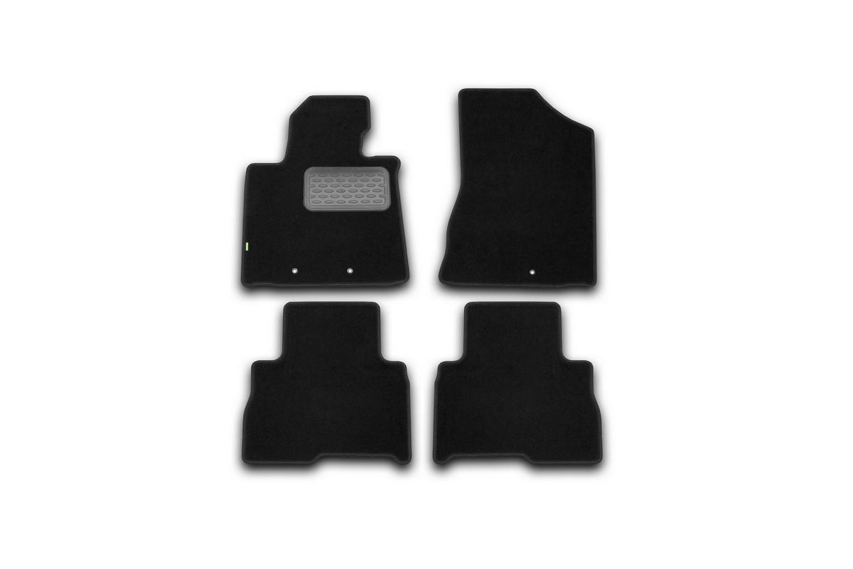 Набор автомобильных ковриков Klever для Kia Sorento АКПП 2012-, внедорожник, в салон, 4 шт. KVR02254701210khKVR02254701210khНабор автомобильных ковриков Klever, изготовленный из текстиля, состоит из 4 ковриков, которые учитывают все особенности каждой модели автомобиля и полностью повторяют контуры пола. Текстильные автомобильные коврики для салона произведены из высококачественного материала, который держит форму, прочный и не пачкает обувь. Коврики в салон не только улучшат внешний вид салона вашего автомобиля, но и надежно уберегут его от пыли, грязи и сырости, а значит, защитят кузов от коррозии. Текстильные коврики для автомобиля мягкие и приятные, а их основа из вспененного полиуретана не пропускает влагу. Ковры для автомобилей надежно крепятся на полу и не скользят, что очень важно во время движения. Чистятся коврики очень просто: как при помощи автомобильного пылесоса, так и различными моющими средствами. Набор подходит для Kia Sorento АКПП внедорожник с 2012 года выпуска.