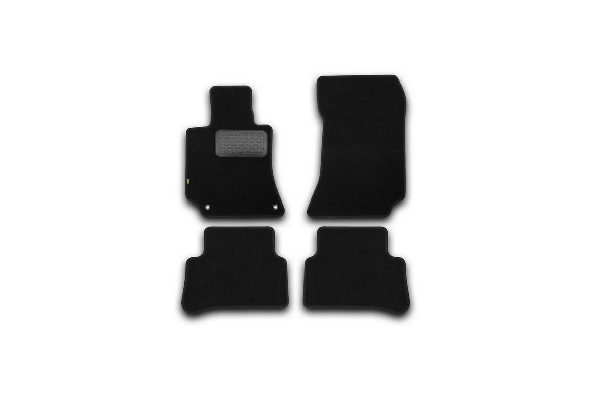 Набор автомобильных ковриков Klever для Mercedes-Benz E-Klasse W212 АКПП 2014-, седан, в салон, 4 шт. KVR02343801210khKVR02343801210khНабор автомобильных ковриков Klever, изготовленный из текстиля, состоит из 4 ковриков, которые учитывают все особенности каждой модели автомобиля и полностью повторяют контуры пола. Текстильные автомобильные коврики для салона произведены из высококачественного материала, который держит форму, прочный и не пачкает обувь. Коврики в салон не только улучшат внешний вид салона вашего автомобиля, но и надежно уберегут его от пыли, грязи и сырости, а значит, защитят кузов от коррозии. Текстильные коврики для автомобиля мягкие и приятные, а их основа из вспененного полиуретана не пропускает влагу. Ковры для автомобилей надежно крепятся на полу и не скользят, что очень важно во время движения. Чистятся коврики очень просто: как при помощи автомобильного пылесоса, так и различными моющими средствами. Набор подходит для Mercedes-Benz E-Klasse W212 АКПП седан с 2014 года выпуска.