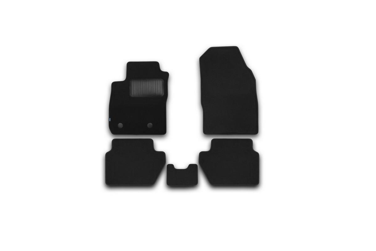 Набор автомобильных ковриков Klever для Ford Ecosport 2014-, кроссовер, в салон, 5 штKVR03166922110khНабор автомобильных ковриков Klever, изготовленный из текстиля, состоит из 5 ковриков, которые учитывают все особенности каждой модели автомобиля и полностью повторяют контуры пола. Текстильные автомобильные коврики для салона произведены из высококачественного материала, который держит форму, прочный и не пачкает обувь. Коврики в салон не только улучшат внешний вид салона вашего автомобиля, но и надежно уберегут его от пыли, грязи и сырости, а значит, защитят кузов от коррозии. Текстильные коврики для автомобиля мягкие и приятные, а их основа из вспененного полиуретана не пропускает влагу. Ковры для автомобилей надежно крепятся на полу и не скользят, что очень важно во время движения. Чистятся коврики очень просто: как при помощи автомобильного пылесоса, так и различными моющими средствами. Набор подходит для Ford Ecosport кроссовер с 2014 года выпуска.