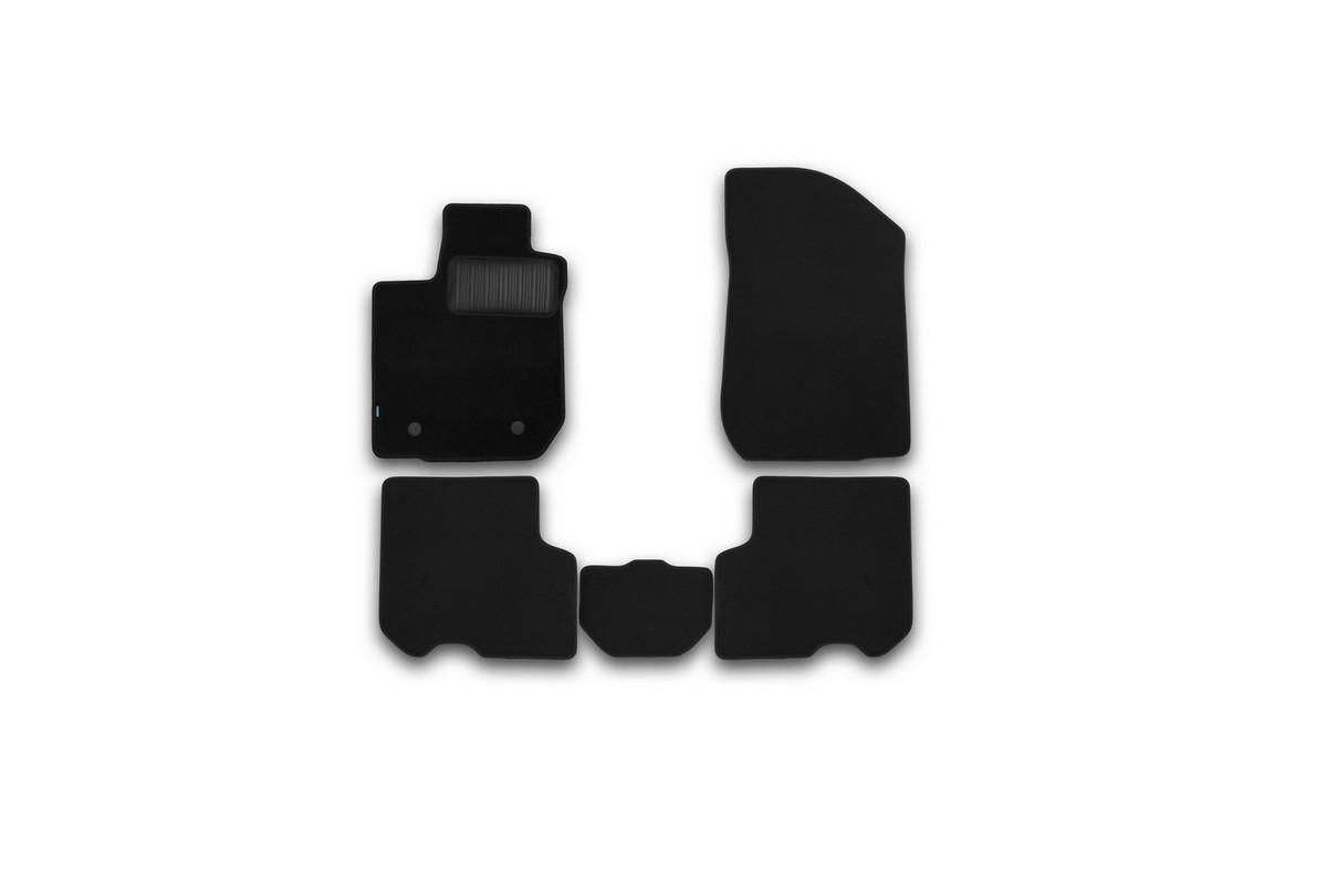 Набор автомобильных ковриков Klever для Renault Logan 2014-, седан, в салон, 5 штKVR03413122110khНабор автомобильных ковриков Klever, изготовленный из текстиля, состоит из 5 ковриков, которые учитывают все особенности каждой модели автомобиля и полностью повторяют контуры пола. Текстильные автомобильные коврики для салона произведены из высококачественного материала, который держит форму, прочный и не пачкает обувь. Коврики в салон не только улучшат внешний вид салона вашего автомобиля, но и надежно уберегут его от пыли, грязи и сырости, а значит, защитят кузов от коррозии. Текстильные коврики для автомобиля мягкие и приятные, а их основа из вспененного полиуретана не пропускает влагу. Ковры для автомобилей надежно крепятся на полу и не скользят, что очень важно во время движения. Чистятся коврики очень просто: как при помощи автомобильного пылесоса, так и различными моющими средствами. Набор подходит дляRenault Logan седан с 2014 года выпуска.