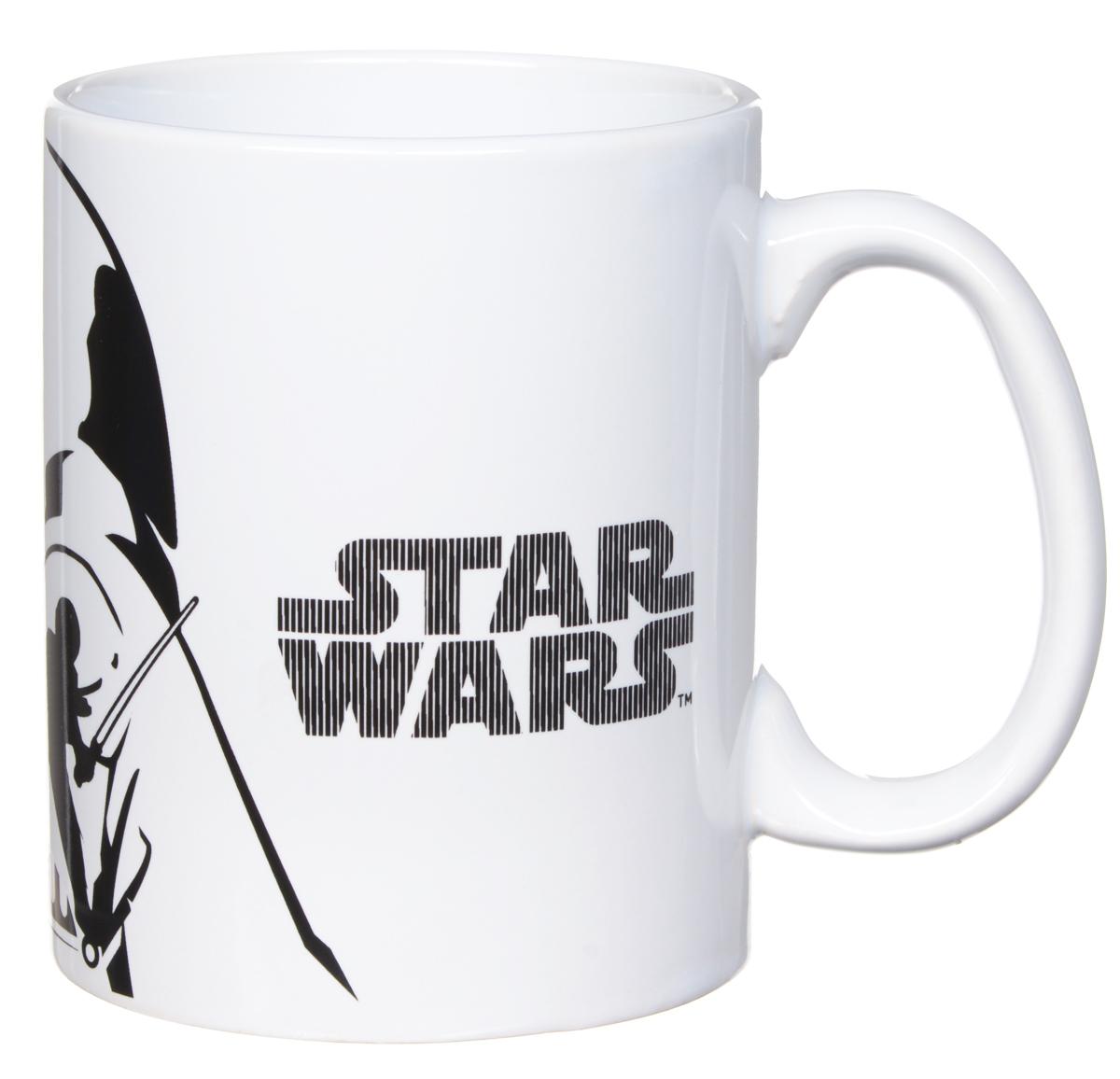 Star Wars Кружка детская Белое и черное 500 млSWC01-21Детская кружка Star Wars Белое и черное станет отличным подарком для любого фаната знаменитой саги. Она выполнена из керамики и оформлена рисунком со стилизованным изображением Дарта Вейдера. Большая ручка обеспечит удобство использования.Объем кружки: 500 мл.Подходит для использования в посудомоечной машине и СВЧ-печи.