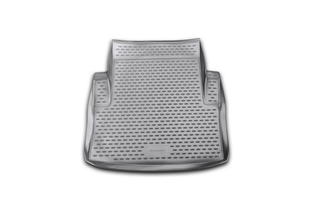 Коврик в багажник автомобиля Novline-Autofamily для BMW 3-series, 2006 -NLC.05.05.B10Автомобильный коврик в багажник позволит вам без особых усилий содержать в чистоте багажный отсек вашего авто и при этом перевозить в нем абсолютно любые грузы. Такой автомобильный коврик гарантированно защитит багажник вашего автомобиля от грязи, мусора и пыли, которые постоянно скапливаются в этом отсеке. А кроме того, поддон не пропускает влагу. Все это надолго убережет важную часть кузова от износа. Мыть коврик для багажника из полиуретана можно любыми чистящими средствами или просто водой. При этом много времени уборка не отнимет, ведь полиуретан устойчив к загрязнениям.Если вам приходится перевозить в багажнике тяжелые грузы, за сохранность автоковрика можете не беспокоиться. Он сделан из прочного материала, который не деформируется при механических нагрузках и устойчив даже к экстремальным температурам. А кроме того, коврик для багажника надежно фиксируется и не сдвигается во время поездки - это дополнительная гарантия сохранности вашего багажа.