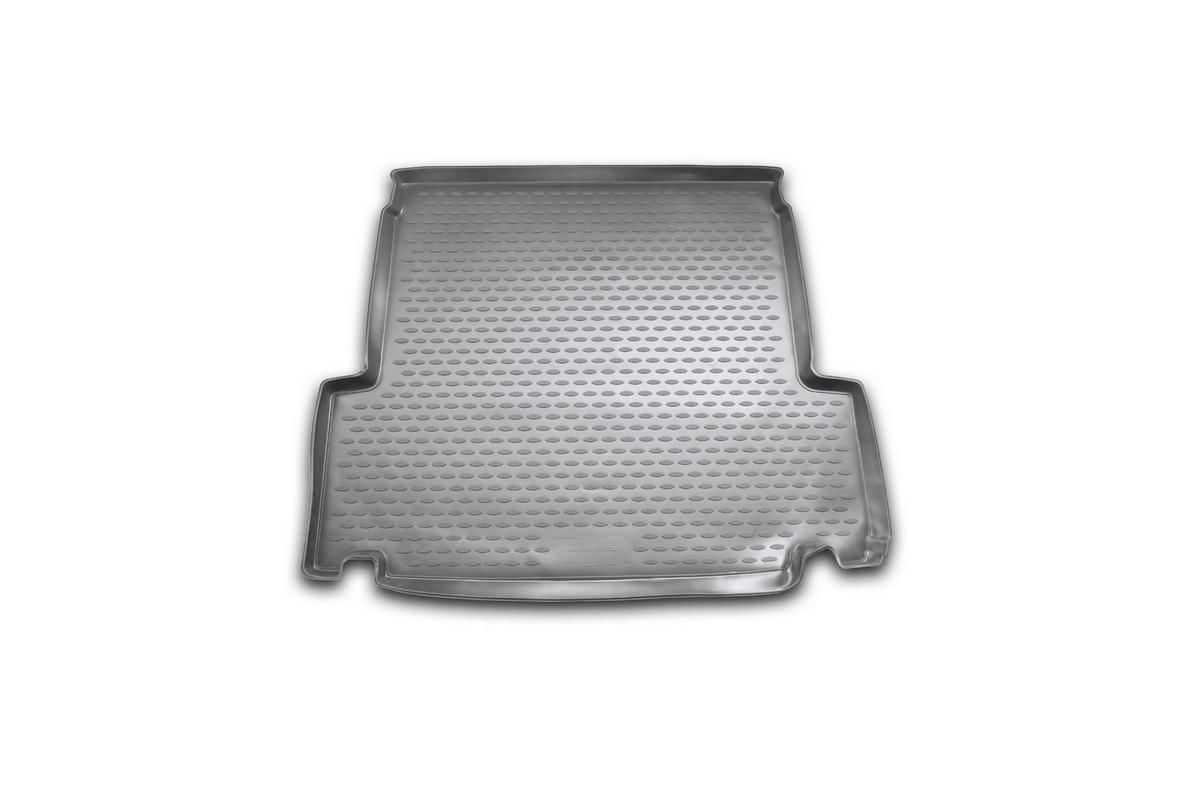 Коврик автомобильный Novline-Autofamily для BMW 3-Series Touring E91 2006-, в багажникNLC.05.06.B12Автомобильный коврик Novline-Autofamily, изготовленный из полиуретана, позволит вам без особых усилий содержать в чистоте багажный отсек вашего авто и при этом перевозить в нем абсолютно любые грузы. Этот модельный коврик идеально подойдет по размерам багажнику вашего автомобиля. Такой автомобильный коврик гарантированно защитит багажник от грязи, мусора и пыли, которые постоянно скапливаются в этом отсеке. А кроме того, поддон не пропускает влагу. Все это надолго убережет важную часть кузова от износа. Коврик в багажнике сильно упростит для вас уборку. Согласитесь, гораздо проще достать и почистить один коврик, нежели весь багажный отсек. Тем более, что поддон достаточно просто вынимается и вставляется обратно. Мыть коврик для багажника из полиуретана можно любыми чистящими средствами или просто водой. При этом много времени у вас уборка не отнимет, ведь полиуретан устойчив к загрязнениям.Если вам приходится перевозить в багажнике тяжелые грузы, за сохранность коврика можете не беспокоиться. Он сделан из прочного материала, который не деформируется при механических нагрузках и устойчив даже к экстремальным температурам. А кроме того, коврик для багажника надежно фиксируется и не сдвигается во время поездки, что является дополнительной гарантией сохранности вашего багажа.Коврик имеет форму и размеры, соответствующие модели данного автомобиля.