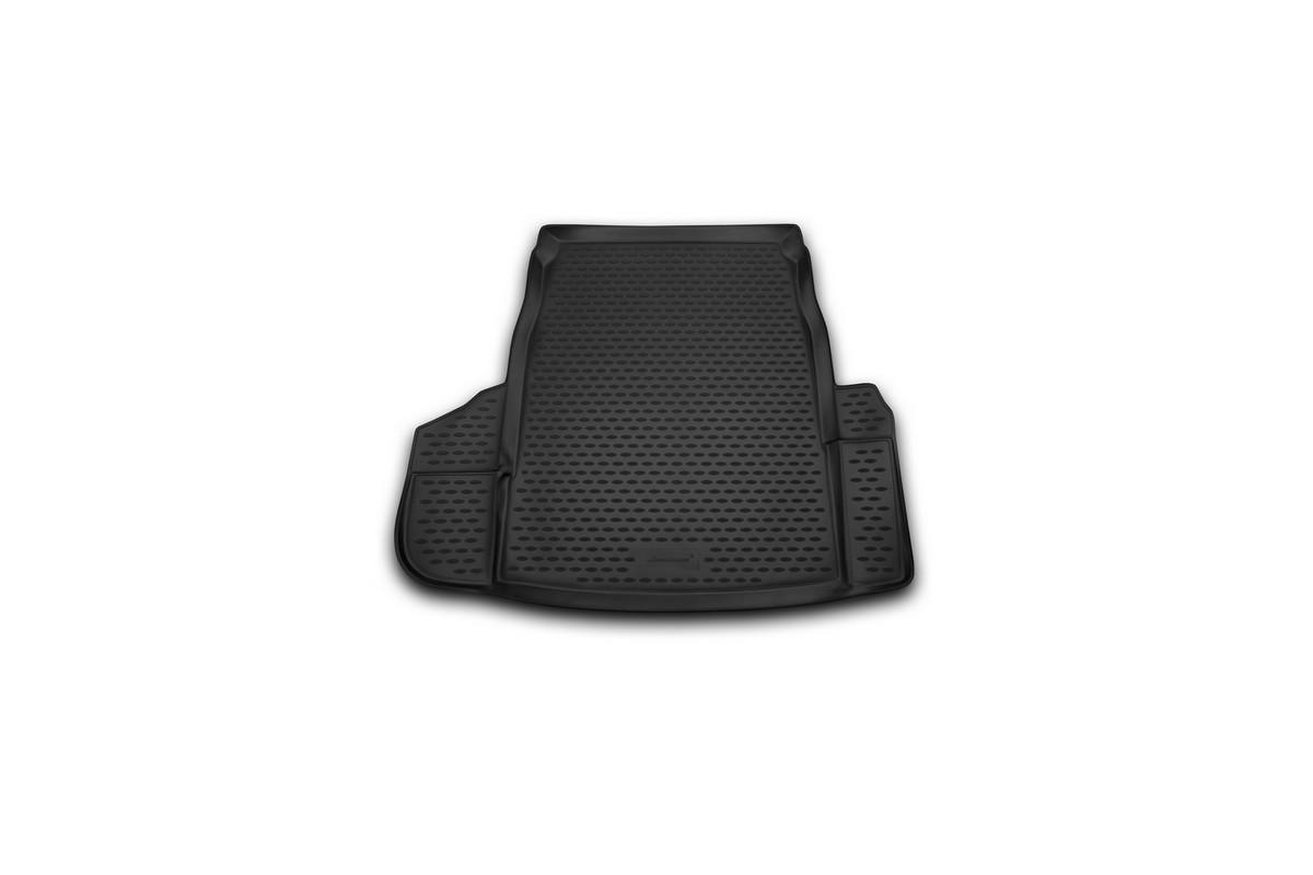 Коврик автомобильный Novline-Autofamily для BMW 5 седан 2003-2010, в багажникNLC.05.09.B10Автомобильный коврик Novline-Autofamily, изготовленный из полиуретана, позволит вам без особых усилий содержать в чистоте багажный отсек вашего авто и при этом перевозить в нем абсолютно любые грузы. Этот модельный коврик идеально подойдет по размерам багажнику вашего автомобиля. Такой автомобильный коврик гарантированно защитит багажник от грязи, мусора и пыли, которые постоянно скапливаются в этом отсеке. А кроме того, поддон не пропускает влагу. Все это надолго убережет важную часть кузова от износа. Коврик в багажнике сильно упростит для вас уборку. Согласитесь, гораздо проще достать и почистить один коврик, нежели весь багажный отсек. Тем более, что поддон достаточно просто вынимается и вставляется обратно. Мыть коврик для багажника из полиуретана можно любыми чистящими средствами или просто водой. При этом много времени у вас уборка не отнимет, ведь полиуретан устойчив к загрязнениям.Если вам приходится перевозить в багажнике тяжелые грузы, за сохранность коврика можете не беспокоиться. Он сделан из прочного материала, который не деформируется при механических нагрузках и устойчив даже к экстремальным температурам. А кроме того, коврик для багажника надежно фиксируется и не сдвигается во время поездки, что является дополнительной гарантией сохранности вашего багажа.Коврик имеет форму и размеры, соответствующие модели данного автомобиля.