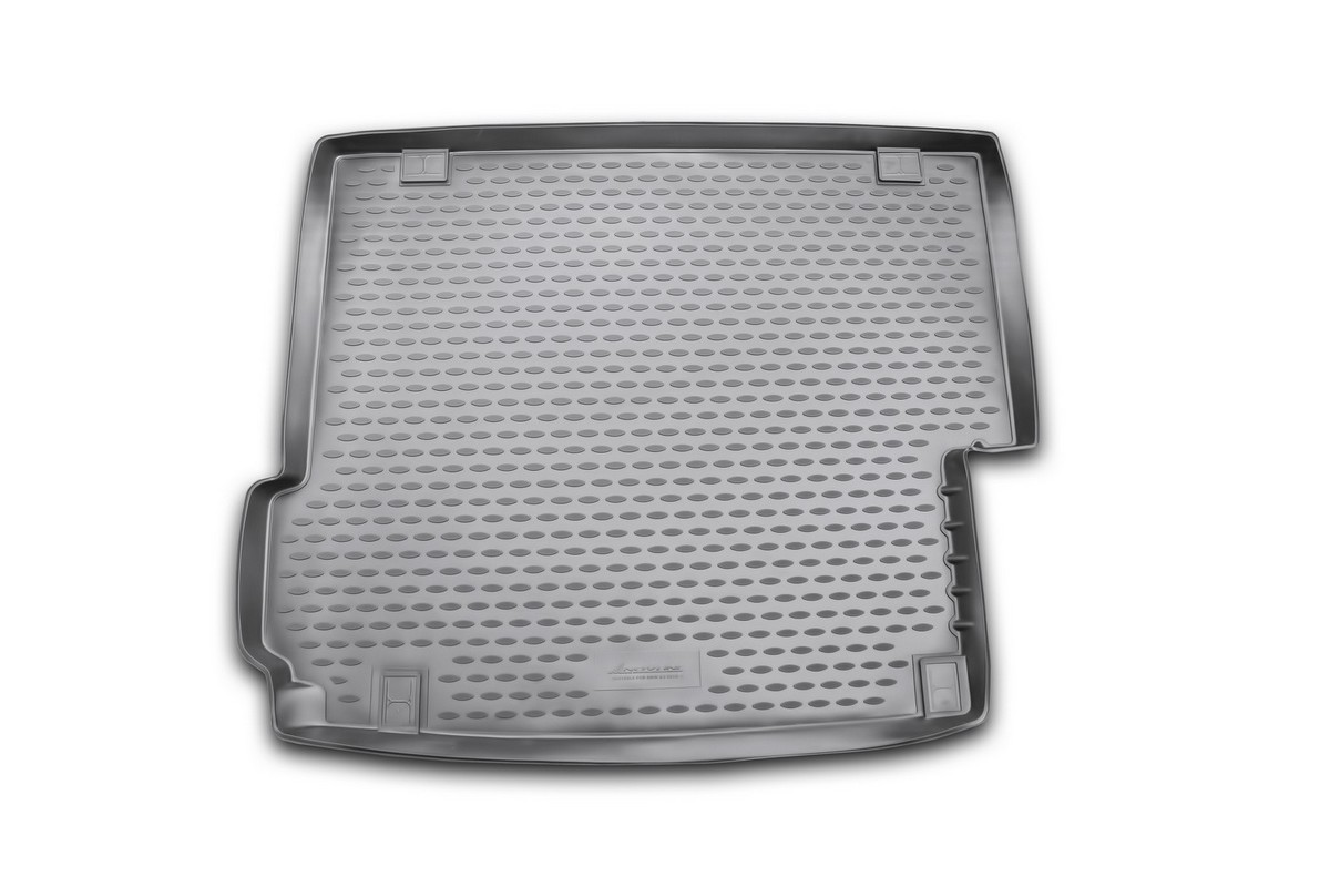 Коврик в багажник автомобиля Novline-Autofamily для BMW X3, 2010 -NLC.05.30.B13Автомобильный коврик в багажник позволит вам без особых усилий содержать в чистоте багажный отсек вашего авто и при этом перевозить в нем абсолютно любые грузы. Такой автомобильный коврик гарантированно защитит багажник вашего автомобиля от грязи, мусора и пыли, которые постоянно скапливаются в этом отсеке. А кроме того, поддон не пропускает влагу. Все это надолго убережет важную часть кузова от износа. Мыть коврик для багажника из полиуретана можно любыми чистящими средствами или просто водой. При этом много времени уборка не отнимет, ведь полиуретан устойчив к загрязнениям.Если вам приходится перевозить в багажнике тяжелые грузы, за сохранность автоковрика можете не беспокоиться. Он сделан из прочного материала, который не деформируется при механических нагрузках и устойчив даже к экстремальным температурам. А кроме того, коврик для багажника надежно фиксируется и не сдвигается во время поездки - это дополнительная гарантия сохранности вашего багажа.