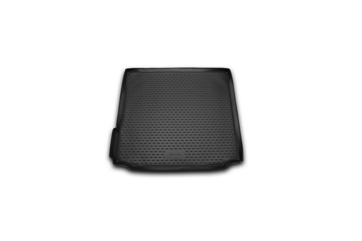 Коврик автомобильный Novline-Autofamily для BMW X5 внедорожник 2013-, в багажникNLC.05.38.B13Автомобильный коврик Novline-Autofamily, изготовленный из полиуретана, позволит вам без особых усилий содержать в чистоте багажный отсек вашего авто и при этом перевозить в нем абсолютно любые грузы. Этот модельный коврик идеально подойдет по размерам багажнику вашего автомобиля. Такой автомобильный коврик гарантированно защитит багажник от грязи, мусора и пыли, которые постоянно скапливаются в этом отсеке. А кроме того, поддон не пропускает влагу. Все это надолго убережет важную часть кузова от износа. Коврик в багажнике сильно упростит для вас уборку. Согласитесь, гораздо проще достать и почистить один коврик, нежели весь багажный отсек. Тем более, что поддон достаточно просто вынимается и вставляется обратно. Мыть коврик для багажника из полиуретана можно любыми чистящими средствами или просто водой. При этом много времени у вас уборка не отнимет, ведь полиуретан устойчив к загрязнениям.Если вам приходится перевозить в багажнике тяжелые грузы, за сохранность коврика можете не беспокоиться. Он сделан из прочного материала, который не деформируется при механических нагрузках и устойчив даже к экстремальным температурам. А кроме того, коврик для багажника надежно фиксируется и не сдвигается во время поездки, что является дополнительной гарантией сохранности вашего багажа.Коврик имеет форму и размеры, соответствующие модели данного автомобиля.