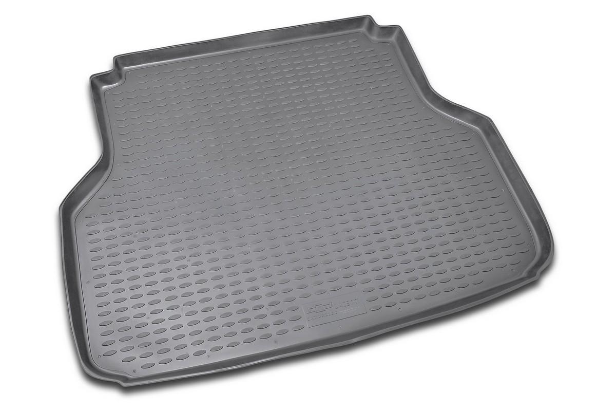 Коврик в багажник CHEVROLET Lacetti 2004->, сед. (полиуретан). NLC.08.05.B10NLC.08.05.B10Автомобильный коврик в багажник позволит вам без особых усилий содержать в чистоте багажный отсек вашего авто и при этом перевозить в нем абсолютно любые грузы. Этот модельный коврик идеально подойдет по размерам багажнику вашего авто. Такой автомобильный коврик гарантированно защитит багажник вашего автомобиля от грязи, мусора и пыли, которые постоянно скапливаются в этом отсеке. А кроме того, поддон не пропускает влагу. Все это надолго убережет важную часть кузова от износа. Коврик в багажнике сильно упростит для вас уборку. Согласитесь, гораздо проще достать и почистить один коврик, нежели весь багажный отсек. Тем более, что поддон достаточно просто вынимается и вставляется обратно. Мыть коврик для багажника из полиуретана можно любыми чистящими средствами или просто водой. При этом много времени у вас уборка не отнимет, ведь полиуретан устойчив к загрязнениям.Если вам приходится перевозить в багажнике тяжелые грузы, за сохранность автоковрика можете не беспокоиться. Он сделан из прочного материала, который не деформируется при механических нагрузках и устойчив даже к экстремальным температурам. А кроме того, коврик для багажника надежно фиксируется и не сдвигается во время поездки — это дополнительная гарантия сохранности вашего багажа.