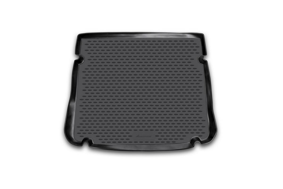 Коврик автомобильный Novline-Autofamily для Chevrolet Cruze хэтчбек 2011-, в багажникNLC.08.18.B11Автомобильный коврик Novline-Autofamily, изготовленный из полиуретана, позволит вам без особых усилий содержать в чистоте багажный отсек вашего авто и при этом перевозить в нем абсолютно любые грузы. Этот модельный коврик идеально подойдет по размерам багажнику вашего автомобиля. Такой автомобильный коврик гарантированно защитит багажник от грязи, мусора и пыли, которые постоянно скапливаются в этом отсеке. А кроме того, поддон не пропускает влагу. Все это надолго убережет важную часть кузова от износа. Коврик в багажнике сильно упростит для вас уборку. Согласитесь, гораздо проще достать и почистить один коврик, нежели весь багажный отсек. Тем более, что поддон достаточно просто вынимается и вставляется обратно. Мыть коврик для багажника из полиуретана можно любыми чистящими средствами или просто водой. При этом много времени у вас уборка не отнимет, ведь полиуретан устойчив к загрязнениям.Если вам приходится перевозить в багажнике тяжелые грузы, за сохранность коврика можете не беспокоиться. Он сделан из прочного материала, который не деформируется при механических нагрузках и устойчив даже к экстремальным температурам. А кроме того, коврик для багажника надежно фиксируется и не сдвигается во время поездки, что является дополнительной гарантией сохранности вашего багажа.Коврик имеет форму и размеры, соответствующие модели данного автомобиля.
