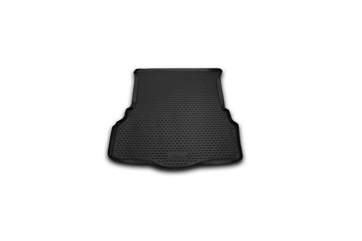 Коврик автомобильный Novline-Autofamily для Ford Mondeo седан 2001, 2015-, в багажникNLC.16.66.B10Автомобильный коврик Novline-Autofamily, изготовленный из полиуретана, позволит вам без особых усилий содержать в чистоте багажный отсек вашего авто и при этом перевозить в нем абсолютно любые грузы. Этот модельный коврик идеально подойдет по размерам багажнику вашего автомобиля. Такой автомобильный коврик гарантированно защитит багажник от грязи, мусора и пыли, которые постоянно скапливаются в этом отсеке. А кроме того, поддон не пропускает влагу. Все это надолго убережет важную часть кузова от износа. Коврик в багажнике сильно упростит для вас уборку. Согласитесь, гораздо проще достать и почистить один коврик, нежели весь багажный отсек. Тем более, что поддон достаточно просто вынимается и вставляется обратно. Мыть коврик для багажника из полиуретана можно любыми чистящими средствами или просто водой. При этом много времени у вас уборка не отнимет, ведь полиуретан устойчив к загрязнениям.Если вам приходится перевозить в багажнике тяжелые грузы, за сохранность коврика можете не беспокоиться. Он сделан из прочного материала, который не деформируется при механических нагрузках и устойчив даже к экстремальным температурам. А кроме того, коврик для багажника надежно фиксируется и не сдвигается во время поездки, что является дополнительной гарантией сохранности вашего багажа.Коврик имеет форму и размеры, соответствующие модели данного автомобиля.