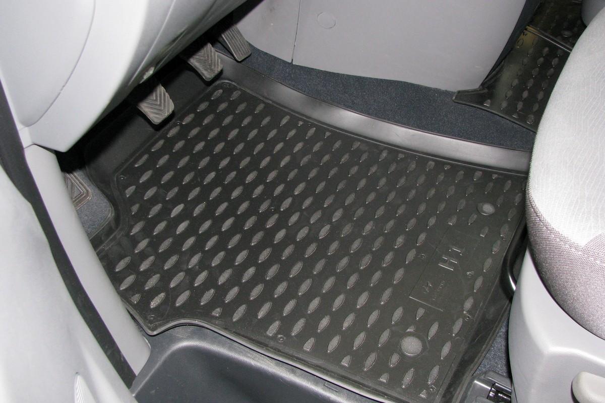 Набор автомобильных ковриков Novline-Autofamily для Hyundai New H-1 2007-, в салон, 4 штNLC.20.26.210kНабор автомобильных ковриков Novline-Autofamily, изготовленный из полиуретана, состоит из 4 ковриков, которые учитывают все особенности каждой модели автомобиля и полностью повторяют контуры пола. Полиуретановые автомобильные коврики для салона произведены из высококачественного материала, который держит форму, прочный и не пачкает обувь. Коврики в салон не только улучшат внешний вид салона вашего автомобиля, но и надежно уберегут его от пыли, грязи и сырости, а значит, защитят кузов от коррозии. Полиуретановые коврики для автомобиля гладкие, приятные и не пропускают влагу. Ковры для автомобилей надежно крепятся на полу и не скользят, что очень важно во время движения. Чистятся коврики очень просто: как при помощи автомобильного пылесоса, так и различными моющими средствами. Набор подходит для Hyundai New H-1 с 2007 года выпуска.