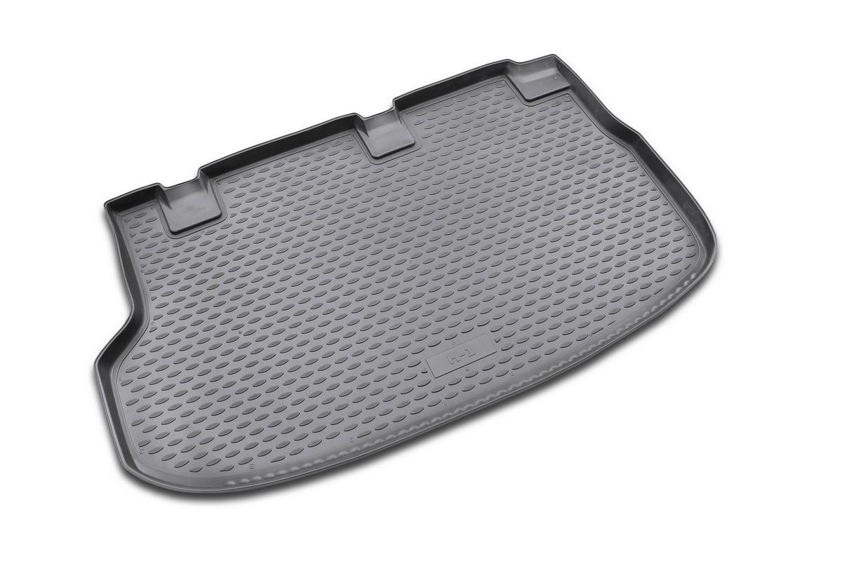 Коврик в багажник HYUNDAI New H-1 2007->, мв. (полиуретан)NLC.20.26.B17Автомобильный коврик в багажник позволит вам без особых усилий содержать в чистоте багажный отсек вашего авто и при этом перевозить в нем абсолютно любые грузы. Этот модельный коврик идеально подойдет по размерам багажнику вашего авто. Такой автомобильный коврик гарантированно защитит багажник вашего автомобиля от грязи, мусора и пыли, которые постоянно скапливаются в этом отсеке. А кроме того, поддон не пропускает влагу. Все это надолго убережет важную часть кузова от износа. Коврик в багажнике сильно упростит для вас уборку. Согласитесь, гораздо проще достать и почистить один коврик, нежели весь багажный отсек. Тем более, что поддон достаточно просто вынимается и вставляется обратно. Мыть коврик для багажника из полиуретана можно любыми чистящими средствами или просто водой. При этом много времени у вас уборка не отнимет, ведь полиуретан устойчив к загрязнениям.Если вам приходится перевозить в багажнике тяжелые грузы, за сохранность автоковрика можете не беспокоиться. Он сделан из прочного материала, который не деформируется при механических нагрузках и устойчив даже к экстремальным температурам. А кроме того, коврик для багажника надежно фиксируется и не сдвигается во время поездки — это дополнительная гарантия сохранности вашего багажа.Размер коврика: 140,5 х 87,5 см.