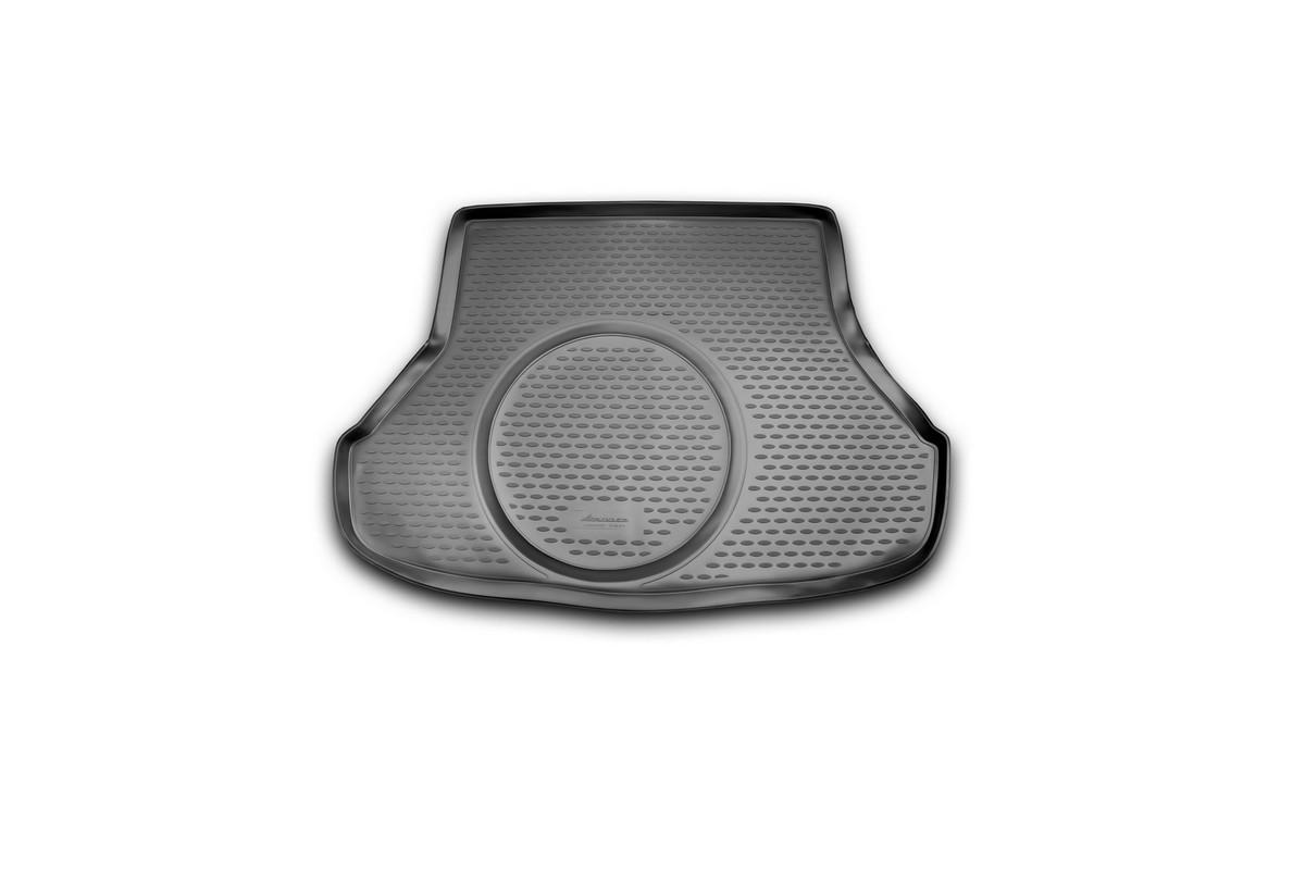 Коврик автомобильный Novline-Autofamily для Kia Cerato седан 2013-, в багажникNLC.25.48.B10Автомобильный коврик Novline-Autofamily, изготовленный из полиуретана, позволит вам без особых усилий содержать в чистоте багажный отсек вашего авто и при этом перевозить в нем абсолютно любые грузы. Этот модельный коврик идеально подойдет по размерам багажнику вашего автомобиля. Такой автомобильный коврик гарантированно защитит багажник от грязи, мусора и пыли, которые постоянно скапливаются в этом отсеке. А кроме того, поддон не пропускает влагу. Все это надолго убережет важную часть кузова от износа. Коврик в багажнике сильно упростит для вас уборку. Согласитесь, гораздо проще достать и почистить один коврик, нежели весь багажный отсек. Тем более, что поддон достаточно просто вынимается и вставляется обратно. Мыть коврик для багажника из полиуретана можно любыми чистящими средствами или просто водой. При этом много времени у вас уборка не отнимет, ведь полиуретан устойчив к загрязнениям.Если вам приходится перевозить в багажнике тяжелые грузы, за сохранность коврика можете не беспокоиться. Он сделан из прочного материала, который не деформируется при механических нагрузках и устойчив даже к экстремальным температурам. А кроме того, коврик для багажника надежно фиксируется и не сдвигается во время поездки, что является дополнительной гарантией сохранности вашего багажа.Коврик имеет форму и размеры, соответствующие модели данного автомобиля.