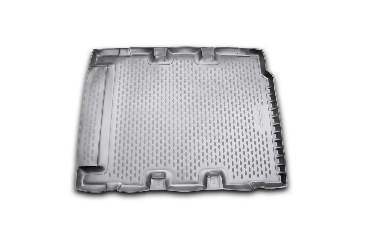 Коврик в багажник LAND ROVER Defender 110 5D, 2007-> длин, внед. (полиуретан)NLC.28.08.G13Автомобильный коврик в багажник позволит вам без особых усилий содержать в чистоте багажный отсек вашего авто и при этом перевозить в нем абсолютно любые грузы. Этот модельный коврик идеально подойдет по размерам багажнику вашего авто. Такой автомобильный коврик гарантированно защитит багажник вашего автомобиля от грязи, мусора и пыли, которые постоянно скапливаются в этом отсеке. А кроме того, поддон не пропускает влагу. Все это надолго убережет важную часть кузова от износа. Коврик в багажнике сильно упростит для вас уборку. Согласитесь, гораздо проще достать и почистить один коврик, нежели весь багажный отсек. Тем более, что поддон достаточно просто вынимается и вставляется обратно. Мыть коврик для багажника из полиуретана можно любыми чистящими средствами или просто водой. При этом много времени у вас уборка не отнимет, ведь полиуретан устойчив к загрязнениям.Если вам приходится перевозить в багажнике тяжелые грузы, за сохранность автоковрика можете не беспокоиться. Он сделан из прочного материала, который не деформируется при механических нагрузках и устойчив даже к экстремальным температурам. А кроме того, коврик для багажника надежно фиксируется и не сдвигается во время поездки — это дополнительная гарантия сохранности вашего багажа.
