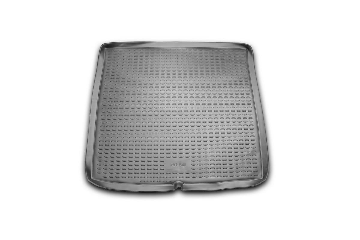 Коврик автомобильный Novline-Autofamily для Peugeot 407 SW универсал 2004-, в багажникNLC.38.04.B12Автомобильный коврик Novline-Autofamily, изготовленный из полиуретана, позволит вам без особых усилий содержать в чистоте багажный отсек вашего авто и при этом перевозить в нем абсолютно любые грузы. Этот модельный коврик идеально подойдет по размерам багажнику вашего автомобиля. Такой автомобильный коврик гарантированно защитит багажник от грязи, мусора и пыли, которые постоянно скапливаются в этом отсеке. А кроме того, поддон не пропускает влагу. Все это надолго убережет важную часть кузова от износа. Коврик в багажнике сильно упростит для вас уборку. Согласитесь, гораздо проще достать и почистить один коврик, нежели весь багажный отсек. Тем более, что поддон достаточно просто вынимается и вставляется обратно. Мыть коврик для багажника из полиуретана можно любыми чистящими средствами или просто водой. При этом много времени у вас уборка не отнимет, ведь полиуретан устойчив к загрязнениям.Если вам приходится перевозить в багажнике тяжелые грузы, за сохранность коврика можете не беспокоиться. Он сделан из прочного материала, который не деформируется при механических нагрузках и устойчив даже к экстремальным температурам. А кроме того, коврик для багажника надежно фиксируется и не сдвигается во время поездки, что является дополнительной гарантией сохранности вашего багажа.Коврик имеет форму и размеры, соответствующие модели данного автомобиля.