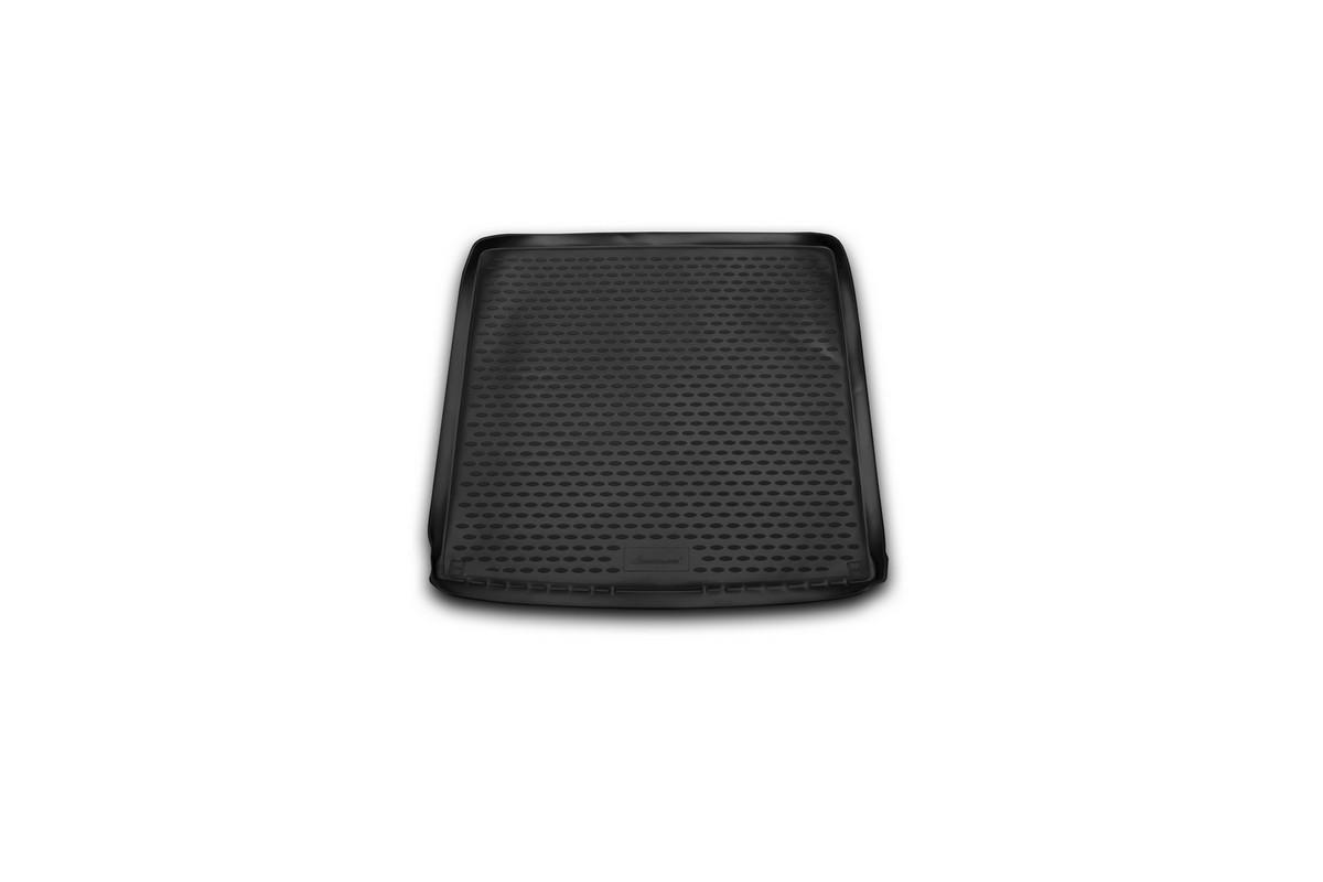 Коврик автомобильный Novline-Autofamily для Renault Duster 4WD кроссовер 2011-2015, 2015-, в багажникNLC.41.28.B13Автомобильный коврик Novline-Autofamily, изготовленный из полиуретана, позволит вам без особых усилий содержать в чистоте багажный отсек вашего авто и при этом перевозить в нем абсолютно любые грузы. Этот модельный коврик идеально подойдет по размерам багажнику вашего автомобиля. Такой автомобильный коврик гарантированно защитит багажник от грязи, мусора и пыли, которые постоянно скапливаются в этом отсеке. А кроме того, поддон не пропускает влагу. Все это надолго убережет важную часть кузова от износа. Коврик в багажнике сильно упростит для вас уборку. Согласитесь, гораздо проще достать и почистить один коврик, нежели весь багажный отсек. Тем более, что поддон достаточно просто вынимается и вставляется обратно. Мыть коврик для багажника из полиуретана можно любыми чистящими средствами или просто водой. При этом много времени у вас уборка не отнимет, ведь полиуретан устойчив к загрязнениям.Если вам приходится перевозить в багажнике тяжелые грузы, за сохранность коврика можете не беспокоиться. Он сделан из прочного материала, который не деформируется при механических нагрузках и устойчив даже к экстремальным температурам. А кроме того, коврик для багажника надежно фиксируется и не сдвигается во время поездки, что является дополнительной гарантией сохранности вашего багажа.Коврик имеет форму и размеры, соответствующие модели данного автомобиля.