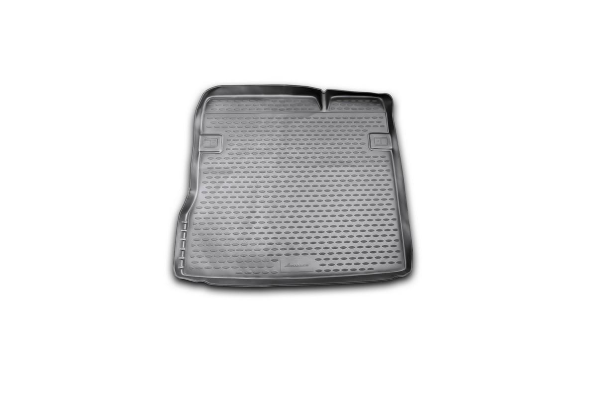 Коврик автомобильный Novline-Autofamily для Renault Duster 2WD кроссовер 2011-2015, 2015-, в багажникNLC.41.29.B13Автомобильный коврик Novline-Autofamily, изготовленный из полиуретана, позволит вам без особых усилий содержать в чистоте багажный отсек вашего авто и при этом перевозить в нем абсолютно любые грузы. Этот модельный коврик идеально подойдет по размерам багажнику вашего автомобиля. Такой автомобильный коврик гарантированно защитит багажник от грязи, мусора и пыли, которые постоянно скапливаются в этом отсеке. А кроме того, поддон не пропускает влагу. Все это надолго убережет важную часть кузова от износа. Коврик в багажнике сильно упростит для вас уборку. Согласитесь, гораздо проще достать и почистить один коврик, нежели весь багажный отсек. Тем более, что поддон достаточно просто вынимается и вставляется обратно. Мыть коврик для багажника из полиуретана можно любыми чистящими средствами или просто водой. При этом много времени у вас уборка не отнимет, ведь полиуретан устойчив к загрязнениям.Если вам приходится перевозить в багажнике тяжелые грузы, за сохранность коврика можете не беспокоиться. Он сделан из прочного материала, который не деформируется при механических нагрузках и устойчив даже к экстремальным температурам. А кроме того, коврик для багажника надежно фиксируется и не сдвигается во время поездки, что является дополнительной гарантией сохранности вашего багажа.Коврик имеет форму и размеры, соответствующие модели данного автомобиля.