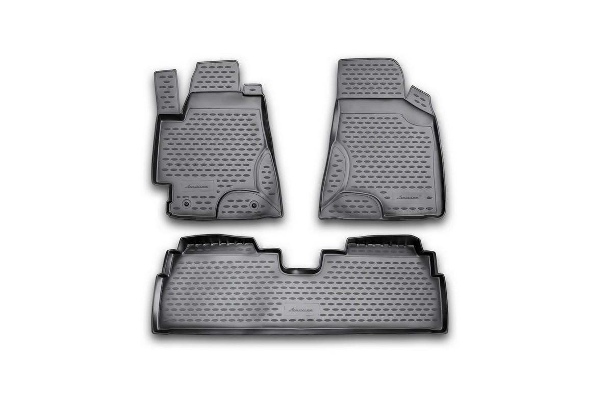 Набор автомобильных ковриков Novline-Autofamily для Toyota Highlander 2002-2005, в салон, цвет: черный, 4 штNLC.48.44.210Набор автомобильных ковриков Novline-Autofamily, изготовленный из полиуретана, состоит из 4 ковриков, которые учитывают все особенности каждой модели автомобиля и полностью повторяют контуры пола. Полиуретановые автомобильные коврики для салона произведены из высококачественного материала, который держит форму, прочный и не пачкает обувь. Коврики в салон не только улучшат внешний вид салона вашего автомобиля, но и надежно уберегут его от пыли, грязи и сырости, а значит, защитят кузов от коррозии. Полиуретановые коврики для автомобиля гладкие, приятные и не пропускают влагу. Ковры для автомобилей надежно крепятся на полу и не скользят, что очень важно во время движения. Чистятся коврики очень просто: как при помощи автомобильного пылесоса, так и различными моющими средствами. Набор подходит для Toyota Highlander 2002-2005 годов выпуска.