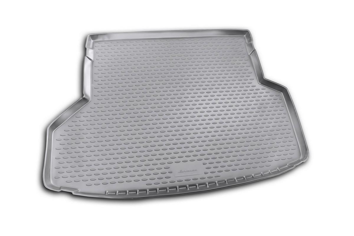 Коврик автомобильный Novline-Autofamily для Toyota Highlander внедорожник 2010-2013, в багажник. NLC.48.50.G13NLC.48.50.G13Автомобильный коврик Novline-Autofamily, изготовленный из полиуретана, позволит вам без особых усилий содержать в чистоте багажный отсек вашего авто и при этом перевозить в нем абсолютно любые грузы. Этот модельный коврик идеально подойдет по размерам багажнику вашего автомобиля. Такой автомобильный коврик гарантированно защитит багажник от грязи, мусора и пыли, которые постоянно скапливаются в этом отсеке. А кроме того, поддон не пропускает влагу. Все это надолго убережет важную часть кузова от износа. Коврик в багажнике сильно упростит для вас уборку. Согласитесь, гораздо проще достать и почистить один коврик, нежели весь багажный отсек. Тем более, что поддон достаточно просто вынимается и вставляется обратно. Мыть коврик для багажника из полиуретана можно любыми чистящими средствами или просто водой. При этом много времени у вас уборка не отнимет, ведь полиуретан устойчив к загрязнениям.Если вам приходится перевозить в багажнике тяжелые грузы, за сохранность коврика можете не беспокоиться. Он сделан из прочного материала, который не деформируется при механических нагрузках и устойчив даже к экстремальным температурам. А кроме того, коврик для багажника надежно фиксируется и не сдвигается во время поездки, что является дополнительной гарантией сохранности вашего багажа.Коврик имеет форму и размеры, соответствующие модели данного автомобиля.