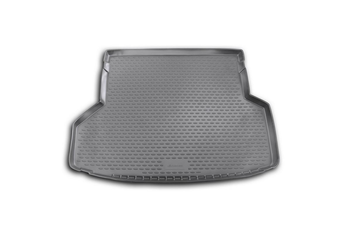 Коврик автомобильный Novline-Autofamily для Toyota Highlander внедорожник 5/7 мест 2012-2014, в багажникNLC.48.55.B13Автомобильный коврик Novline-Autofamily, изготовленный из полиуретана, позволит вам без особых усилий содержать в чистоте багажный отсек вашего авто и при этом перевозить в нем абсолютно любые грузы. Этот модельный коврик идеально подойдет по размерам багажнику вашего автомобиля. Такой автомобильный коврик гарантированно защитит багажник от грязи, мусора и пыли, которые постоянно скапливаются в этом отсеке. А кроме того, поддон не пропускает влагу. Все это надолго убережет важную часть кузова от износа. Коврик в багажнике сильно упростит для вас уборку. Согласитесь, гораздо проще достать и почистить один коврик, нежели весь багажный отсек. Тем более, что поддон достаточно просто вынимается и вставляется обратно. Мыть коврик для багажника из полиуретана можно любыми чистящими средствами или просто водой. При этом много времени у вас уборка не отнимет, ведь полиуретан устойчив к загрязнениям.Если вам приходится перевозить в багажнике тяжелые грузы, за сохранность коврика можете не беспокоиться. Он сделан из прочного материала, который не деформируется при механических нагрузках и устойчив даже к экстремальным температурам. А кроме того, коврик для багажника надежно фиксируется и не сдвигается во время поездки, что является дополнительной гарантией сохранности вашего багажа.Коврик имеет форму и размеры, соответствующие модели данного автомобиля.