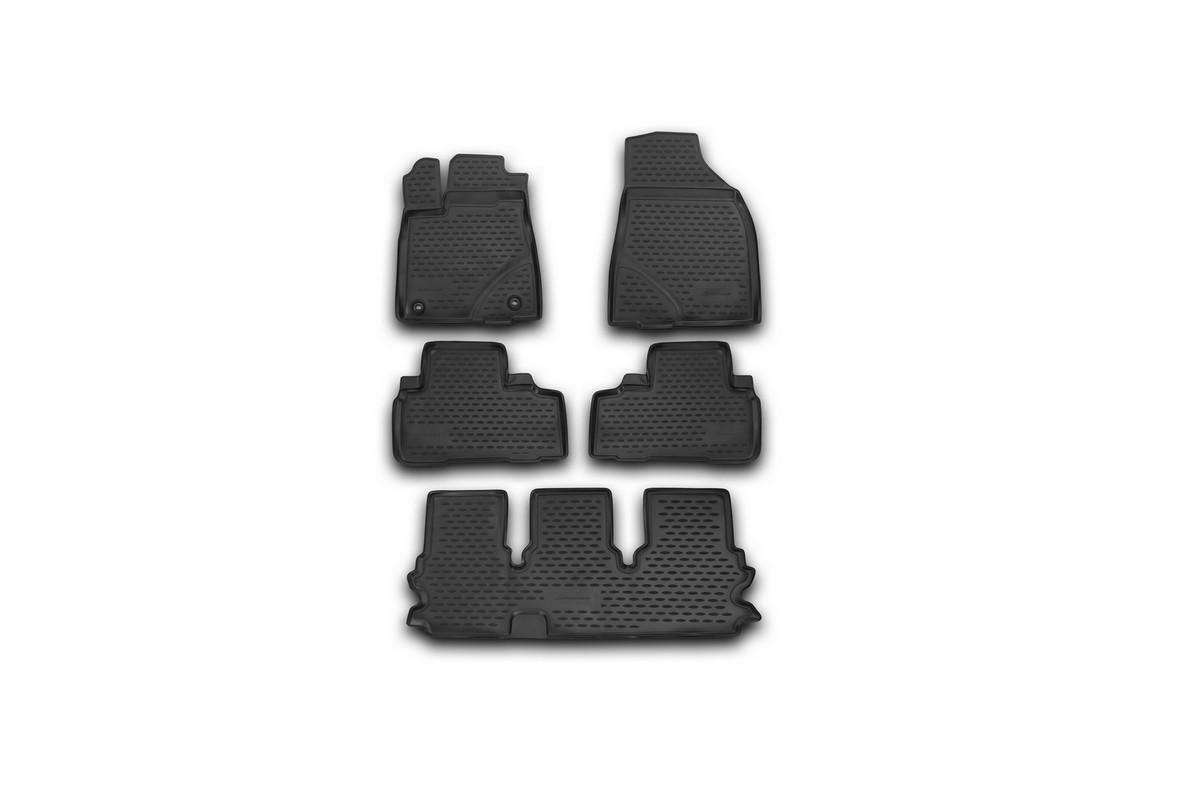 Набор автомобильных ковриков Novline-Autofamily для Toyota Highlander 2014-, в салон, 5 штNLC.48.75.210kНабор автомобильных ковриков Novline-Autofamily, изготовленный из полиуретана, состоит из 5 ковриков, которые учитывают все особенности каждой модели автомобиля и полностью повторяют контуры пола. Полиуретановые автомобильные коврики для салона произведены из высококачественного материала, который держит форму, прочный и не пачкает обувь. Коврики в салон не только улучшат внешний вид салона вашего автомобиля, но и надежно уберегут его от пыли, грязи и сырости, а значит, защитят кузов от коррозии. Полиуретановые коврики для автомобиля гладкие, приятные и не пропускают влагу. Ковры для автомобилей надежно крепятся на полу и не скользят, что очень важно во время движения. Чистятся коврики очень просто: как при помощи автомобильного пылесоса, так и различными моющими средствами. Набор подходит для Toyota Highlander с 2014 года выпуска.