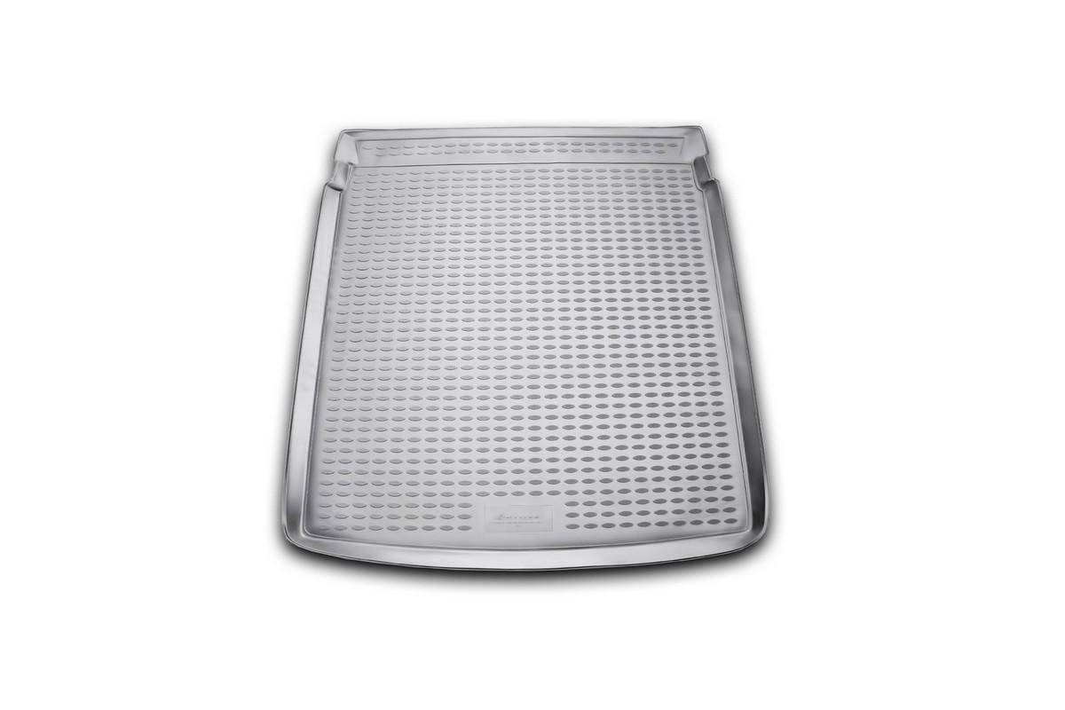 Коврик автомобильный Novline-Autofamily для Volkswagen Passat B7 седан 2011-, в багажникNLC.51.34.B10Автомобильный коврик Novline-Autofamily, изготовленный из полиуретана, позволит вам без особых усилий содержать в чистоте багажный отсек вашего авто и при этом перевозить в нем абсолютно любые грузы. Этот модельный коврик идеально подойдет по размерам багажнику вашего автомобиля. Такой автомобильный коврик гарантированно защитит багажник от грязи, мусора и пыли, которые постоянно скапливаются в этом отсеке. А кроме того, поддон не пропускает влагу. Все это надолго убережет важную часть кузова от износа. Коврик в багажнике сильно упростит для вас уборку. Согласитесь, гораздо проще достать и почистить один коврик, нежели весь багажный отсек. Тем более, что поддон достаточно просто вынимается и вставляется обратно. Мыть коврик для багажника из полиуретана можно любыми чистящими средствами или просто водой. При этом много времени у вас уборка не отнимет, ведь полиуретан устойчив к загрязнениям.Если вам приходится перевозить в багажнике тяжелые грузы, за сохранность коврика можете не беспокоиться. Он сделан из прочного материала, который не деформируется при механических нагрузках и устойчив даже к экстремальным температурам. А кроме того, коврик для багажника надежно фиксируется и не сдвигается во время поездки, что является дополнительной гарантией сохранности вашего багажа.Коврик имеет форму и размеры, соответствующие модели данного автомобиля.