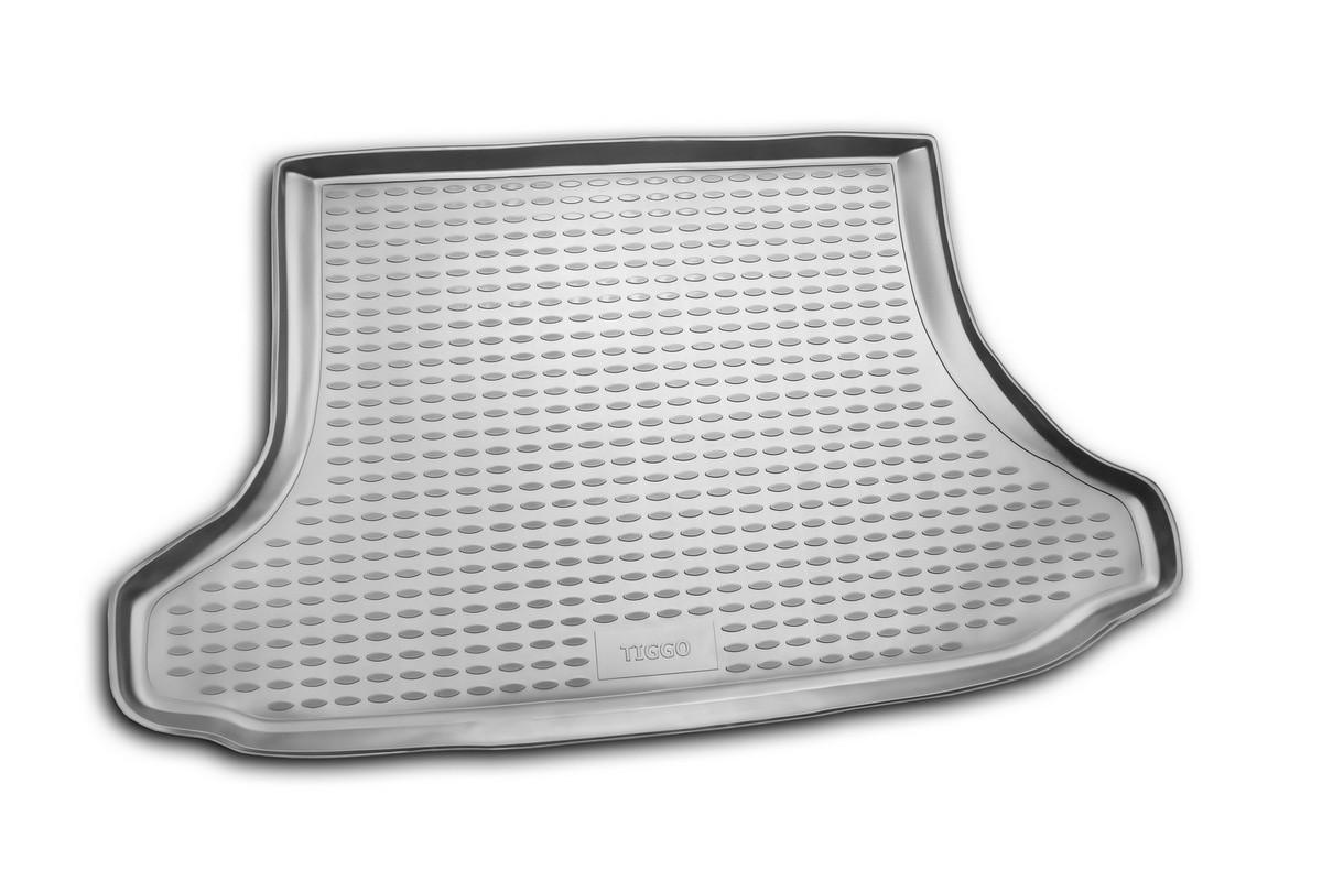 Коврик автомобильный Novline-Autofamily для Chery Tiggo внедорожник 01/2006-2013, 2013-, в багажникNLC.63.03.B12Автомобильный коврик Novline-Autofamily, изготовленный из полиуретана, позволит вам без особых усилий содержать в чистоте багажный отсек вашего авто и при этом перевозить в нем абсолютно любые грузы. Этот модельный коврик идеально подойдет по размерам багажнику вашего автомобиля. Такой автомобильный коврик гарантированно защитит багажник от грязи, мусора и пыли, которые постоянно скапливаются в этом отсеке. А кроме того, поддон не пропускает влагу. Все это надолго убережет важную часть кузова от износа. Коврик в багажнике сильно упростит для вас уборку. Согласитесь, гораздо проще достать и почистить один коврик, нежели весь багажный отсек. Тем более, что поддон достаточно просто вынимается и вставляется обратно. Мыть коврик для багажника из полиуретана можно любыми чистящими средствами или просто водой. При этом много времени у вас уборка не отнимет, ведь полиуретан устойчив к загрязнениям.Если вам приходится перевозить в багажнике тяжелые грузы, за сохранность коврика можете не беспокоиться. Он сделан из прочного материала, который не деформируется при механических нагрузках и устойчив даже к экстремальным температурам. А кроме того, коврик для багажника надежно фиксируется и не сдвигается во время поездки, что является дополнительной гарантией сохранности вашего багажа.Коврик имеет форму и размеры, соответствующие модели данного автомобиля.