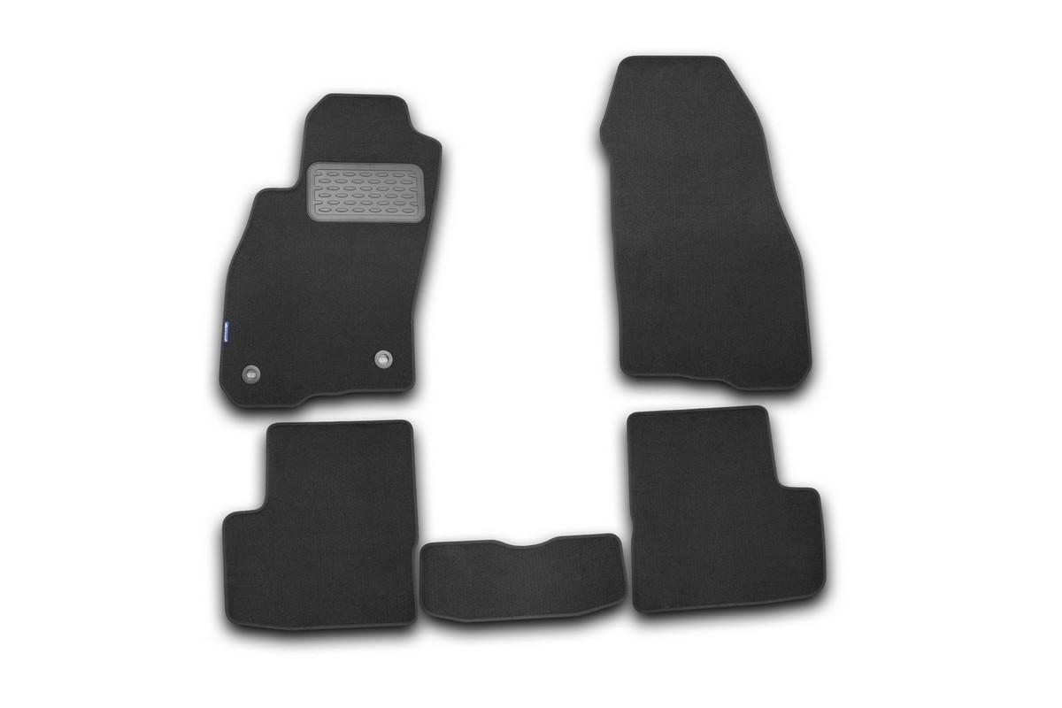 Набор автомобильных ковриков Novline-Autofamily для Fiat Grande Punto 5D 2005-, хэтчбек, в салон, 5 штNLT.15.09.11.110khНабор автомобильных ковриков Novline-Autofamily, изготовленный из текстиля, состоит из 5 ковриков, которые учитывают все особенности каждой модели автомобиля и полностью повторяют контуры пола. Текстильные автомобильные коврики для салона произведены из высококачественного материала, который держит форму, прочный и не пачкает обувь. Коврики в салон не только улучшат внешний вид салона вашего автомобиля, но и надежно уберегут его от пыли, грязи и сырости, а значит, защитят кузов от коррозии. Текстильные коврики для автомобиля мягкие и приятные, а их основа из вспененного полиуретана не пропускает влагу. Ковры для автомобилей надежно крепятся на полу и не скользят, что очень важно во время движения. Чистятся коврики очень просто: как при помощи автомобильного пылесоса, так и различными моющими средствами. Набор подходит для Fiat Grande Punto 5D с 2005 года выпуска.