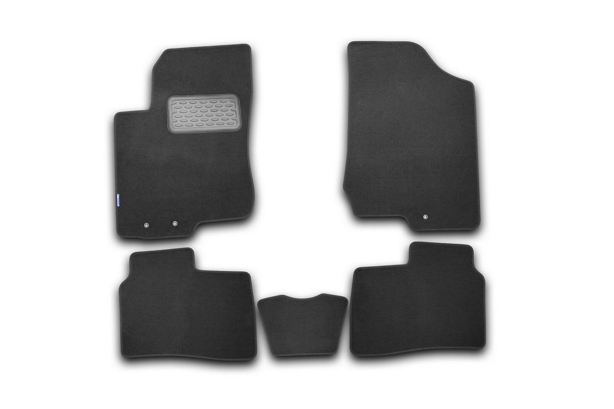 Набор автомобильных ковриков Novline-Autofamily для Kia Cerato 2009-, седан, в салон, 5 шт. NLT.25.26.11.110khNLT.25.26.11.110khНабор автомобильных ковриков Novline-Autofamily, изготовленный из текстиля, состоит из 5 ковриков, которые учитывают все особенности каждой модели автомобиля и полностью повторяют контуры пола. Текстильные автомобильные коврики для салона произведены из высококачественного материала, который держит форму, прочный и не пачкает обувь. Коврики в салон не только улучшат внешний вид салона вашего автомобиля, но и надежно уберегут его от пыли, грязи и сырости, а значит, защитят кузов от коррозии. Текстильные коврики для автомобиля мягкие и приятные, а их основа из вспененного полиуретана не пропускает влагу. Ковры для автомобилей надежно крепятся на полу и не скользят, что очень важно во время движения. Чистятся коврики очень просто: как при помощи автомобильного пылесоса, так и различными моющими средствами. Набор подходит для Kia Cerato седан с 2009 года выпуска.