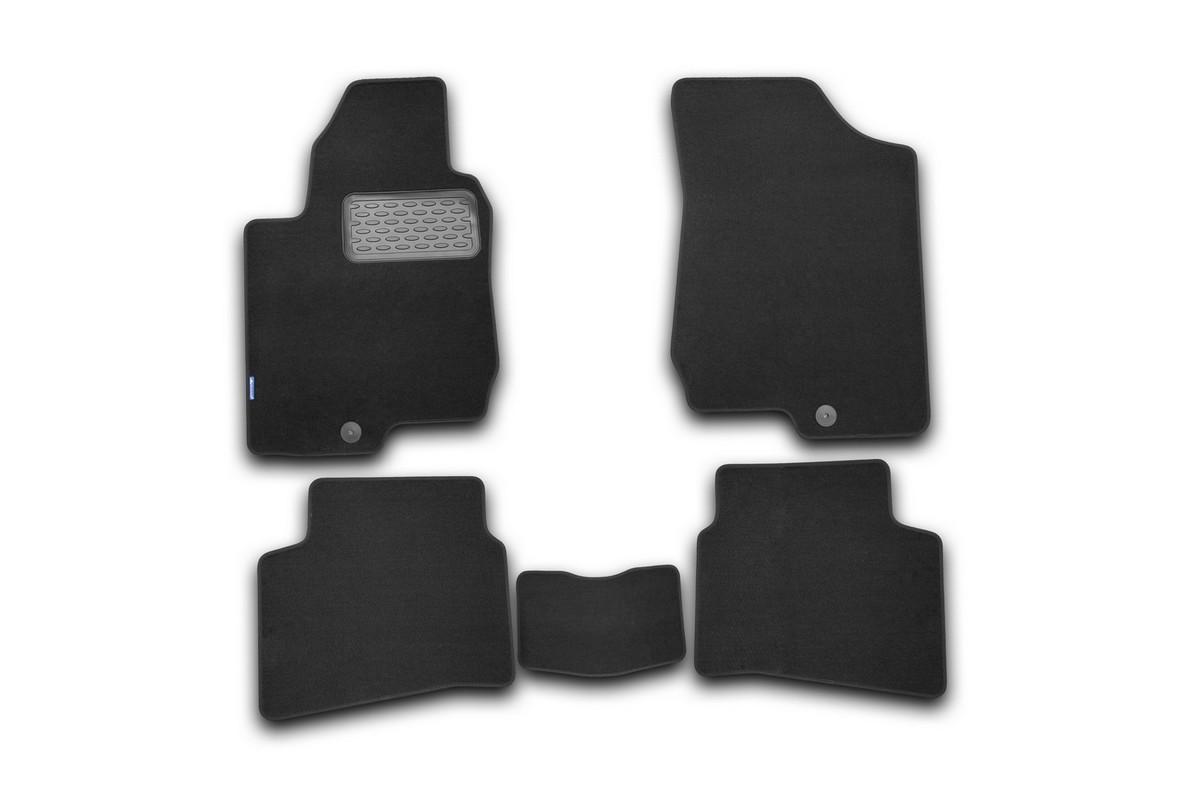 Набор автомобильных ковриков Novline-Autofamily для Kia Pro Ceed 2008-2010, хэтчбек, в салон, 5 штNLT.25.27.11.110khНабор автомобильных ковриков Novline-Autofamily, изготовленный из текстиля, состоит из 5 ковриков, которые учитывают все особенности каждой модели автомобиля и полностью повторяют контуры пола. Текстильные автомобильные коврики для салона произведены из высококачественного материала, который держит форму, прочный и не пачкает обувь. Коврики в салон не только улучшат внешний вид салона вашего автомобиля, но и надежно уберегут его от пыли, грязи и сырости, а значит, защитят кузов от коррозии. Текстильные коврики для автомобиля мягкие и приятные, а их основа из вспененного полиуретана не пропускает влагу. Ковры для автомобилей надежно крепятся на полу и не скользят, что очень важно во время движения. Чистятся коврики очень просто: как при помощи автомобильного пылесоса, так и различными моющими средствами. Набор подходит дляKia Pro Ceed хэтчбек 2008-2010 годов выпуска.