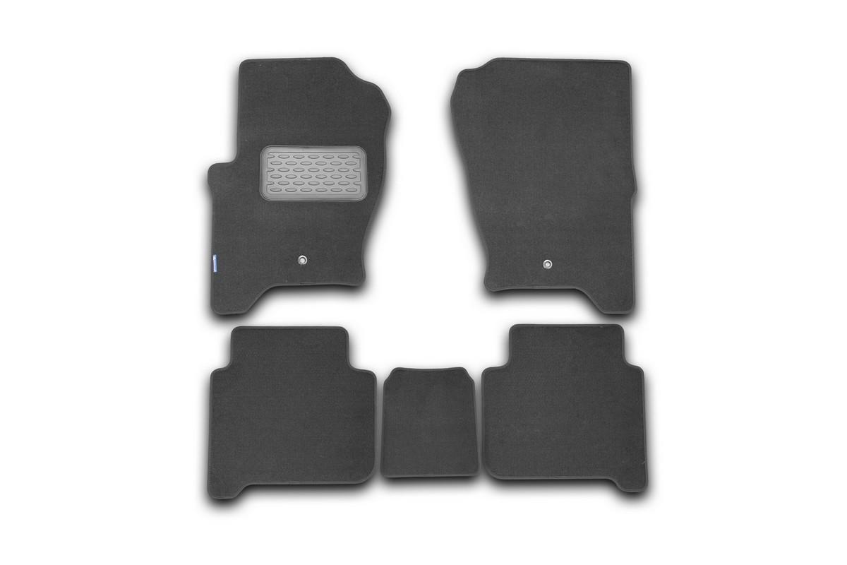 Набор автомобильных ковриков Novline-Autofamily для Land Rover Range Rover Sport 2005-, внедорожник, в салон, 5 штNLT.28.03.11.110khНабор автомобильных ковриков Novline-Autofamily, изготовленный из текстиля, состоит из 5 ковриков, которые учитывают все особенности каждой модели автомобиля и полностью повторяют контуры пола. Текстильные автомобильные коврики для салона произведены из высококачественного материала, который держит форму, прочный и не пачкает обувь. Коврики в салон не только улучшат внешний вид салона вашего автомобиля, но и надежно уберегут его от пыли, грязи и сырости, а значит, защитят кузов от коррозии. Текстильные коврики для автомобиля мягкие и приятные, а их основа из вспененного полиуретана не пропускает влагу. Ковры для автомобилей надежно крепятся на полу и не скользят, что очень важно во время движения. Чистятся коврики очень просто: как при помощи автомобильного пылесоса, так и различными моющими средствами. Набор подходит для Land Rover Range Rover Sport внедорожник с 2005 года выпуска.