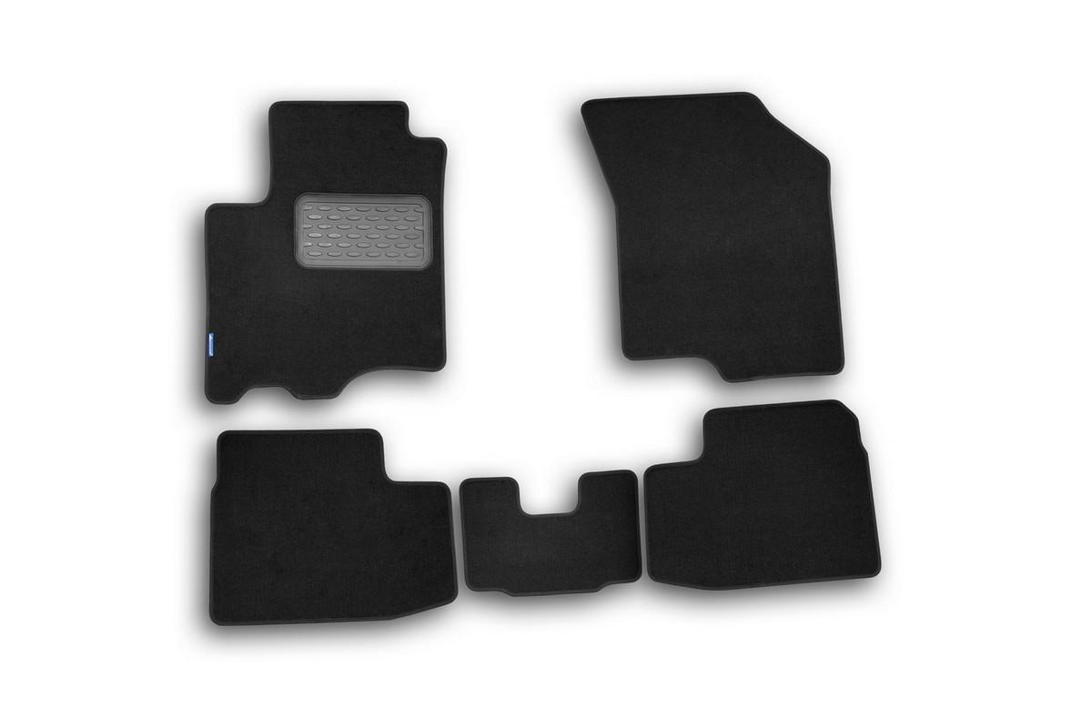 Набор автомобильных ковриков Novline-Autofamily для Suzuki Swift 2005-2011, хэтчбек, в салон, 5 штNLT.47.18.11.110khНабор автомобильных ковриков Novline-Autofamily, изготовленный из текстиля, состоит из 5 ковриков, которые учитывают все особенности каждой модели автомобиля и полностью повторяют контуры пола. Текстильные автомобильные коврики для салона произведены из высококачественного материала, который держит форму, прочный и не пачкает обувь. Коврики в салон не только улучшат внешний вид салона вашего автомобиля, но и надежно уберегут его от пыли, грязи и сырости, а значит, защитят кузов от коррозии. Текстильные коврики для автомобиля мягкие и приятные, а их основа из вспененного полиуретана не пропускает влагу. Ковры для автомобилей надежно крепятся на полу и не скользят, что очень важно во время движения. Чистятся коврики очень просто: как при помощи автомобильного пылесоса, так и различными моющими средствами. Набор подходит для Suzuki Swift хэтчбек 2005-2011 годов выпуска.