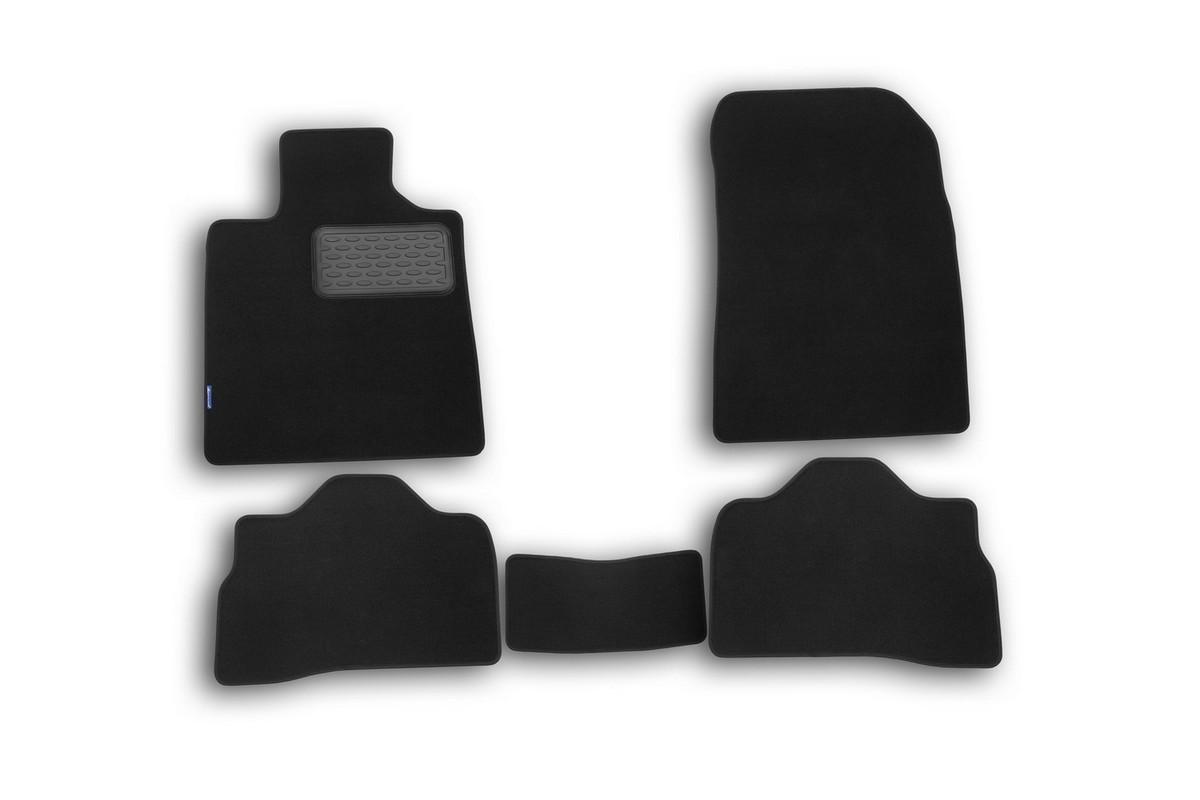 Набор автомобильных ковриков Novline-Autofamily для Suzuki Kizashi 2010-, седан, в салон, 5 штNLT.47.20.11.110khНабор автомобильных ковриков Novline-Autofamily, изготовленный из текстиля, состоит из 5 ковриков, которые учитывают все особенности каждой модели автомобиля и полностью повторяют контуры пола. Текстильные автомобильные коврики для салона произведены из высококачественного материала, который держит форму, прочный и не пачкает обувь. Коврики в салон не только улучшат внешний вид салона вашего автомобиля, но и надежно уберегут его от пыли, грязи и сырости, а значит, защитят кузов от коррозии. Текстильные коврики для автомобиля мягкие и приятные, а их основа из вспененного полиуретана не пропускает влагу. Ковры для автомобилей надежно крепятся на полу и не скользят, что очень важно во время движения. Чистятся коврики очень просто: как при помощи автомобильного пылесоса, так и различными моющими средствами. Набор подходит для Suzuki Kizashi седан с 2010 года выпуска.