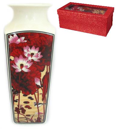 Ваза Elan Gallery Цветок лотоса, с круглым горлом, высота 20 см501913Декоративная ваза Elan Gallery Цветок лотоса украсит ваш интерьер и будет прекрасным подарком для ваших близких! Изделие выполнено из высококачественного фарфора и оформлено ярким рисунком. Оригинальный дизайн наполнит ваш дом праздничным настроением. Изделие имеет подарочную упаковку, поэтому станет желанным подарком для ваших близких!Диаметр по верхнему краю: 7 см.Размер дна: 6,2 см х 6,2 см.Высота вазы: 20 см.
