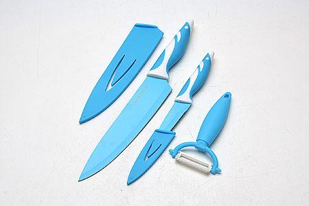 Набор ножей Mayer & Boch, 3 предмета. 2213422134Набор ножей Mayer & Boch с лезвиями из высококачественной нержавеющей стали станет незаменимым помощником на кухне. Лезвияпокрыты специальным слоем, предотвращающим прилипание продуктов. Сечение ножей клинообразно, что позволяет режущей кромкеклинка быть долгое время острой. Поверхность клинков легко моется, не впитывает и не «передает» запахи пищи при параллельнойнарезке различных продуктов.Набор ножей идеально подойдет для резки как мяса и рыбы, так и фруктов и овощей.Набор включает в себя 2 ножа и керамический нож-пиллер. Эргономичная рукоятка каждого изделия удобно ложится в ладонь, обеспечиваябезопасную работу, комфортное положение в руке, надежный захват и не дает ножам скользить при использовании.Ножи имеют полипропиленовые чехлы, обеспечивающие безопасность при хранении. Поварской нож: длина 33,5 см (лезвие 20,5 см). Нож для очистки: длина 20 см (лезвие 9 см). Нож-пиллер: 14,5 см.