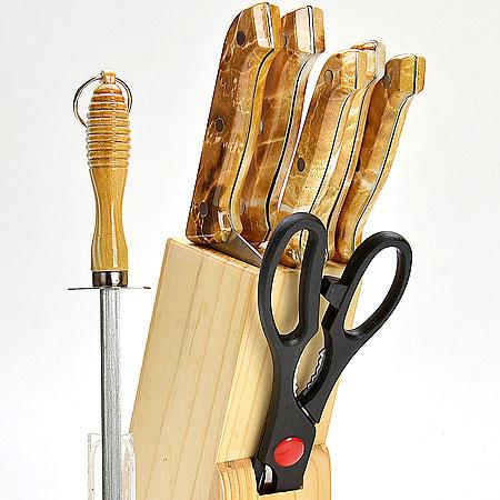 Набор ножей Mayer & Boch, 8 предметов. 480480Набор ножей Mayer & Boch изготовлен из высококачественной нержавеющей стали. Удобные ручки, выполненные из пластика, не позволят выскользнуть извашей руки. Предметы набора компактно размещаются в стильной подставке, которая выполнена из высококачественной древесины сполимерным покрытием. В набор также входит точилка, благодаря которой, ваши ножи всегда будут заточены и резка будет доставлять только удовольствие. Такой набор предоставит вам все необходимые возможности в успешном приготовлении пищи и порадует вас своимирезультатами.В комплекте: - нож для рубки длина лезвия 15,2 см; - нож хлебный длина лезвия 17,8 см; - нож для выемки костей длина лезвия 13,3 см; - нож универсальный длина лезвия 11,4 см; - нож для очистки длина лезвия 8,9 см; - ножницы 21,6 см; - деревянная подставка.