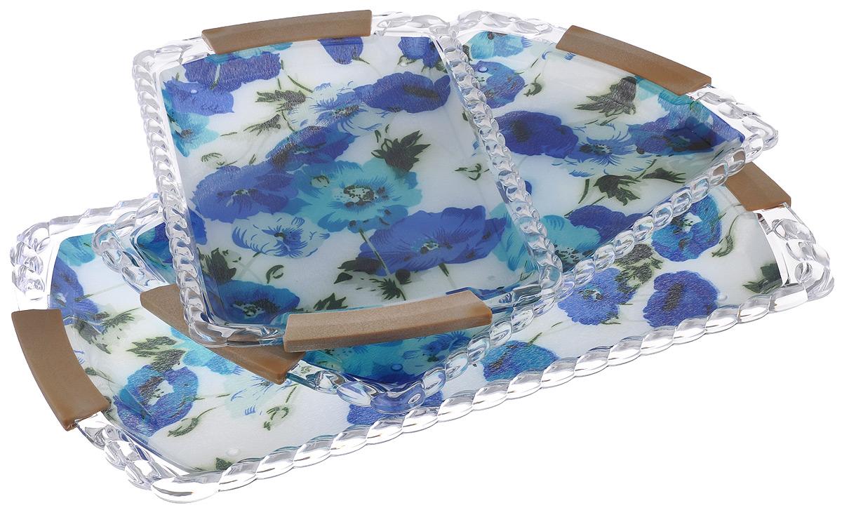 Набор подносов Mayer & Boch Синие маки, 3 шт3250Оригинальный набор Mayer & Boch Синие маки состоит из трех сервировочных подносов разного размера, оснащенных удобными ручками. Изделия, изготовленные из высококачественного пластика, украшены ярким изображением и оформлены изящным рельефным узором по краю.Подносы отлично подойдут для красивой сервировки различных блюд, закусок и фруктов на праздничном столе. Набор подносов Mayer & Boch Синие маки станет отличным подарком на любой праздник.Размер малого подноса (с учетом ручек): 32 см х 20 см х 1,9 см.Размер среднего подноса (с учетом ручек): 37 см х 24 см х 2,3 см.Размер большого подноса (с учетом ручек): 43 см х 28 см х 2,5 см.
